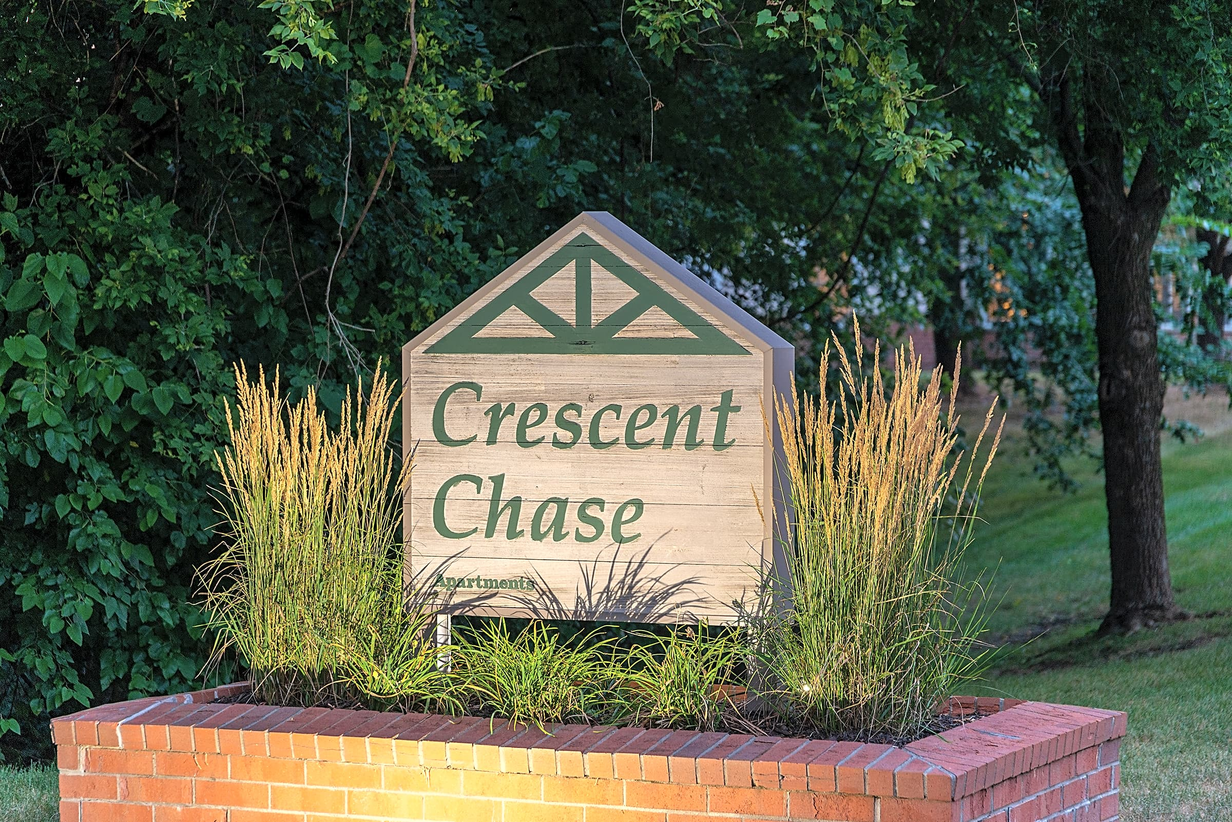 Apartments Near Kaplan University-Des Moines Campus Crescent Chase for Kaplan University-Des Moines Campus Students in Urbandale, IA