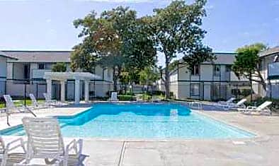 Pine Meadows Apartments for rent in Concord