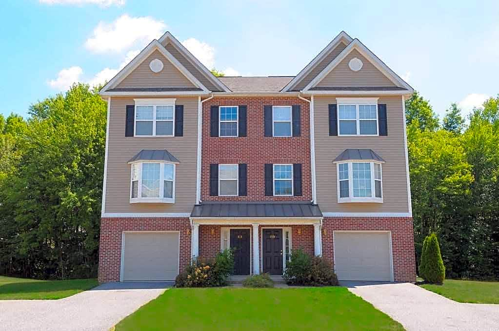 Apartments Near Delaware Valley Stream Village Townhomes for University of Delaware Students in Newark, DE