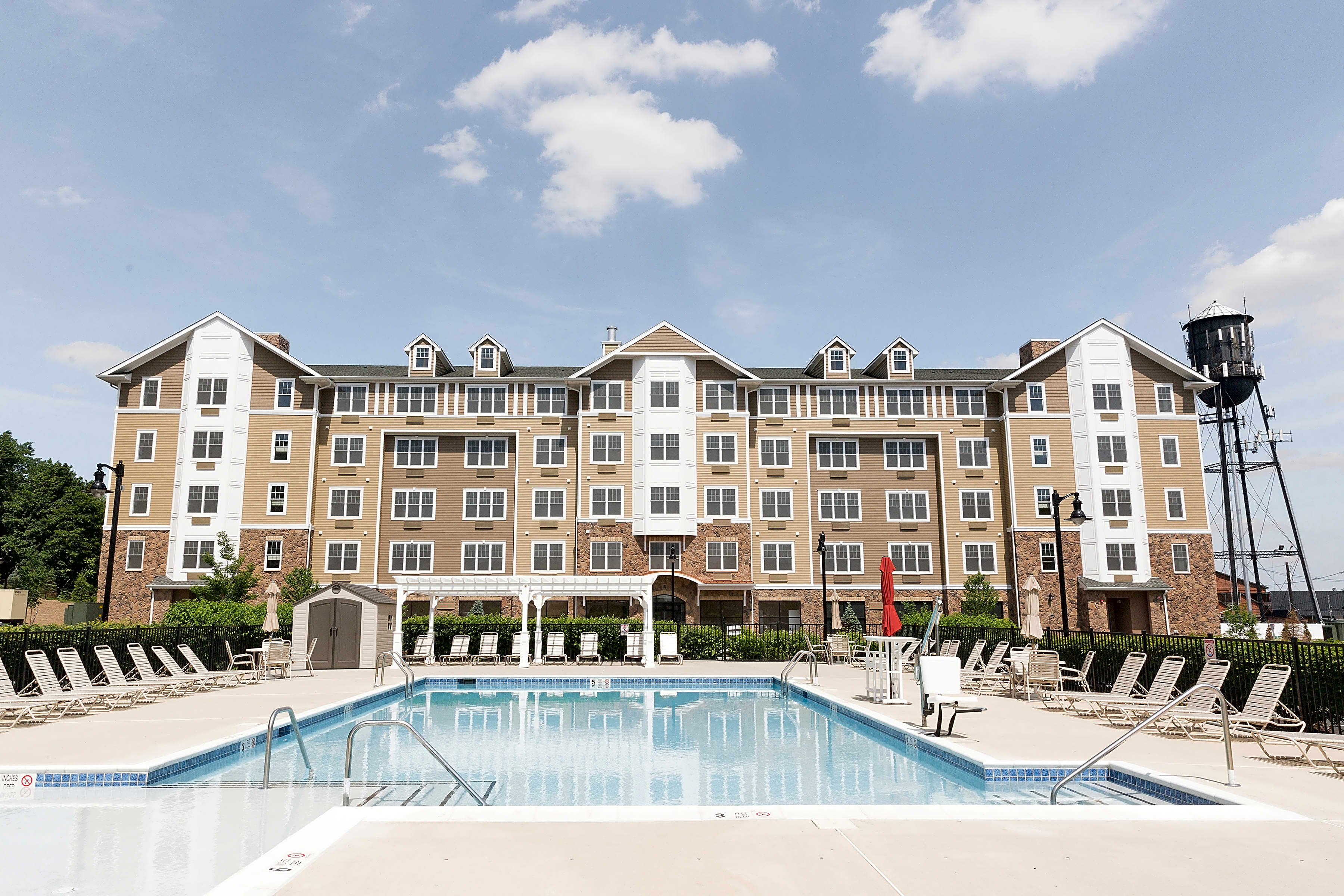 Apartments Near Felician River Edge at Garfield for Felician College Students in Lodi, NJ