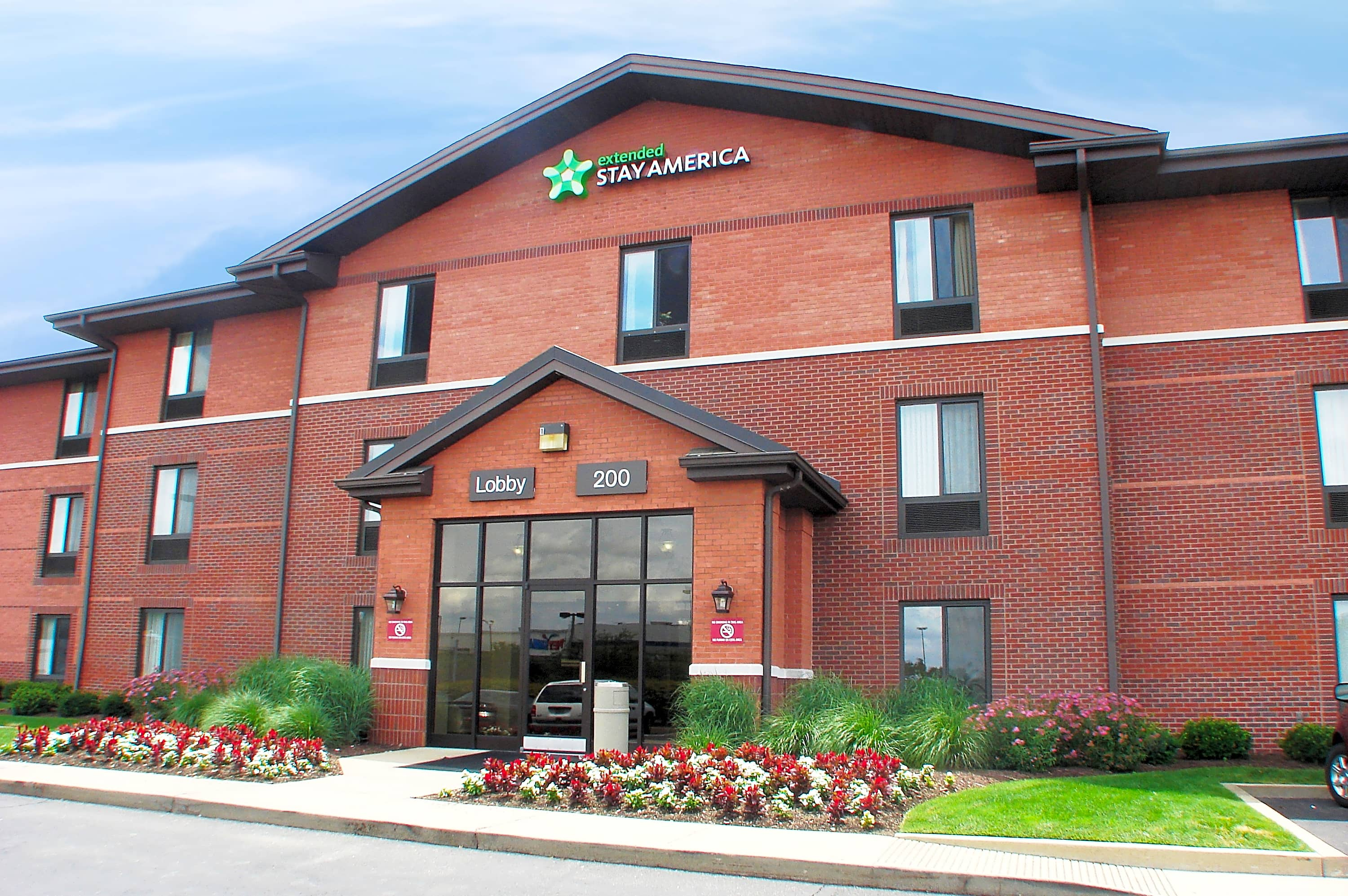 Apartments Near RMU Furnished Studio - Pittsburgh - Airport for Robert Morris University Students in Moon Township, PA