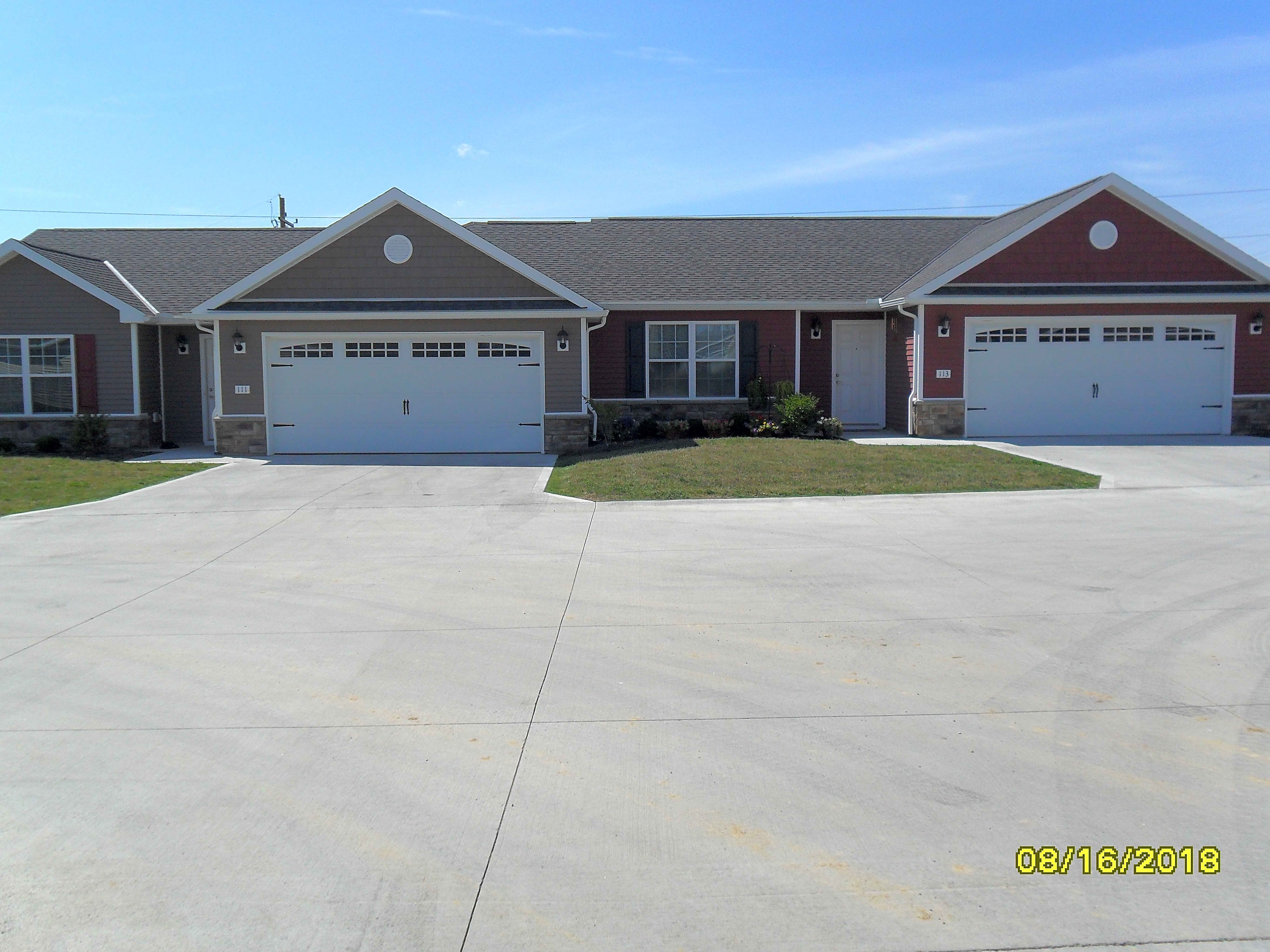 Apartments Near OSU Mansfield Maple Ridge Villas for Ohio State University at Mansfield Students in Mansfield, OH