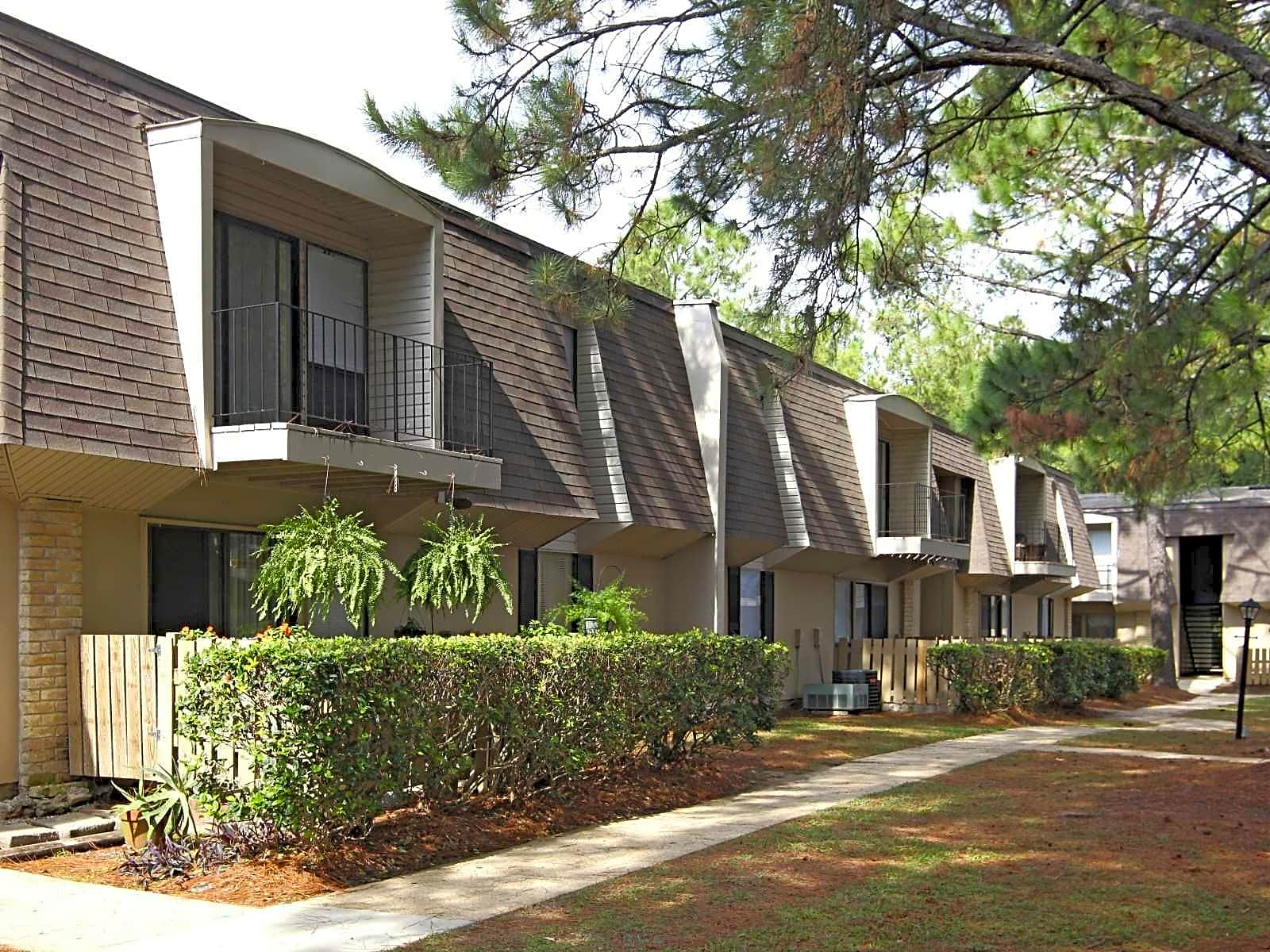 Apartments Near Spring Hill Maison De Ville for Spring Hill College Students in Mobile, AL