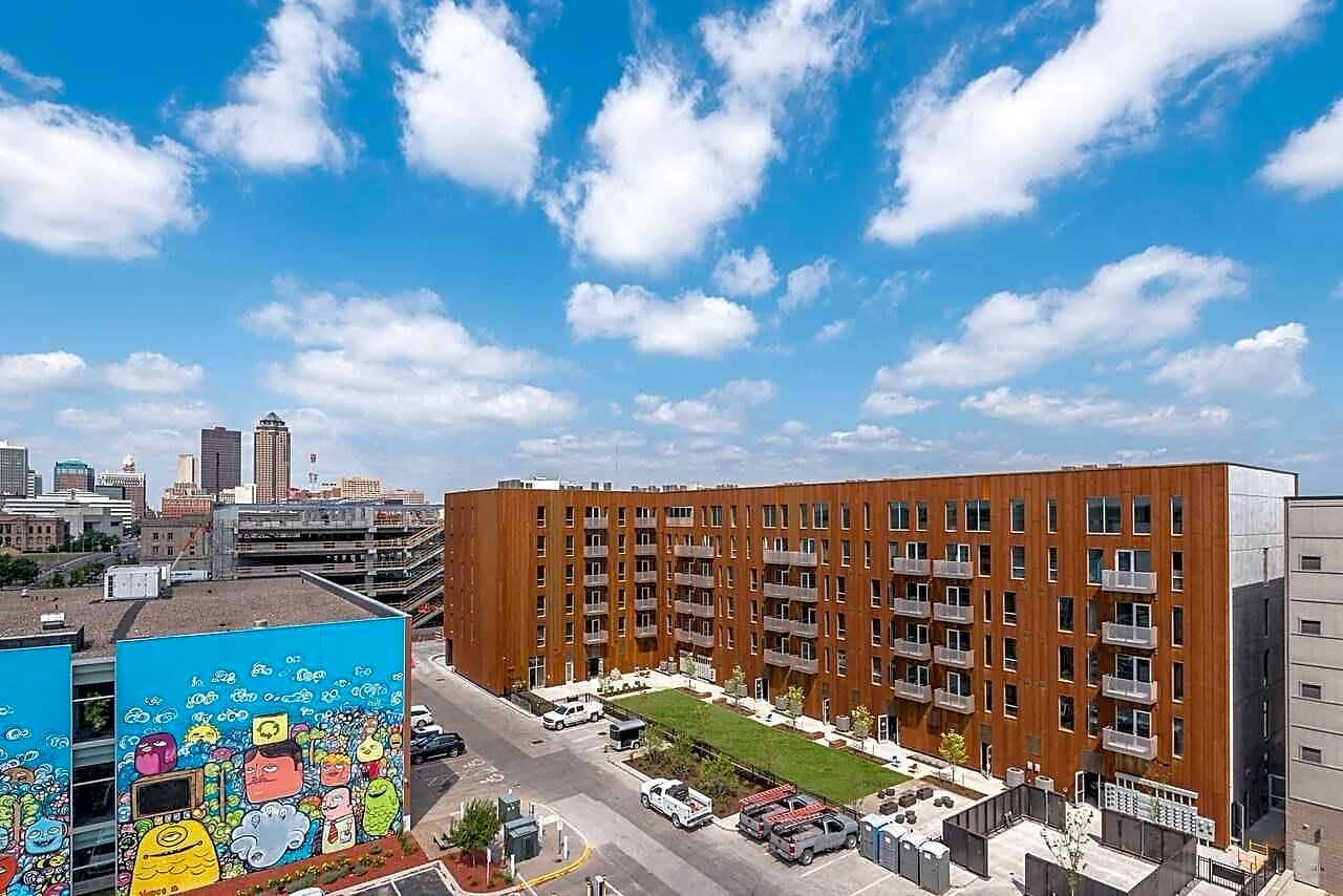 Apartments Near DMACC 219 E Grand Ave for Des Moines Area Community College Students in Des Moines, IA