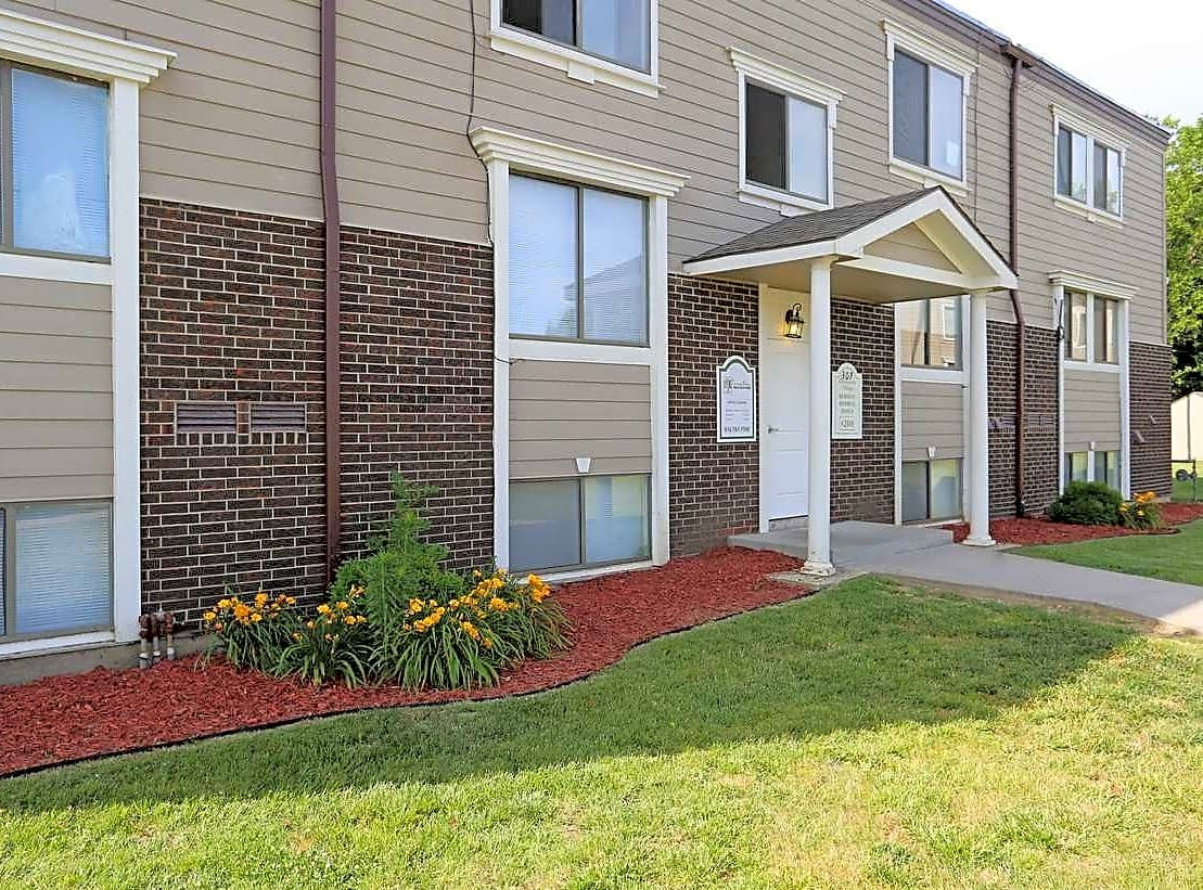 Apartments Near ITT Technical Institute-Kansas City Crossroads Village Apartments for ITT Technical Institute-Kansas City Students in Kansas City, MO