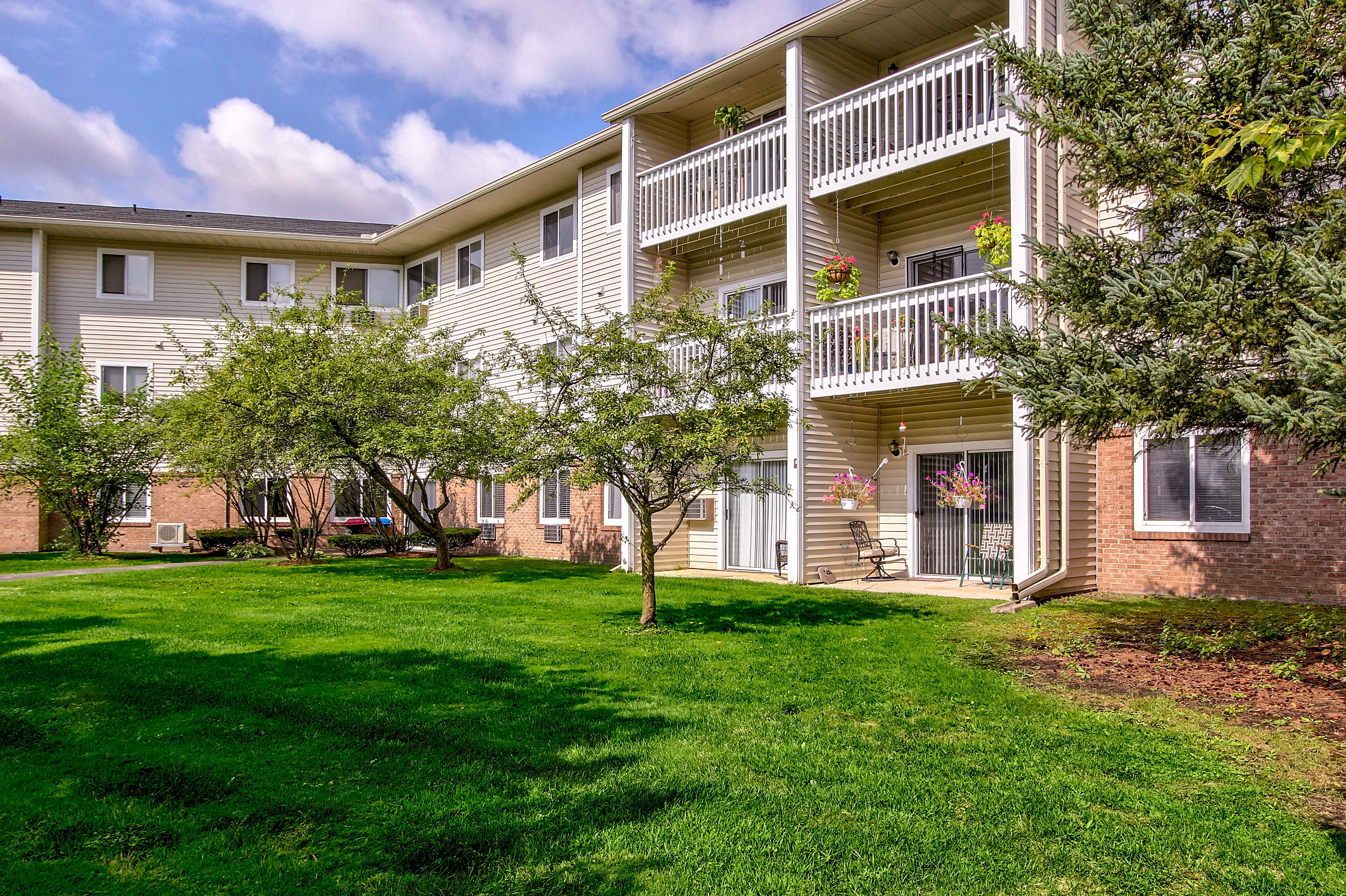 Apartments Near Madonna Parkside of Livonia - Independent Senior Living for Madonna University Students in Livonia, MI