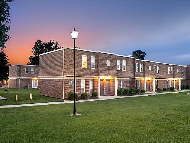 Apartments Near SIU University Village for Southern Illinois University Carbondale Students in Carbondale, IL