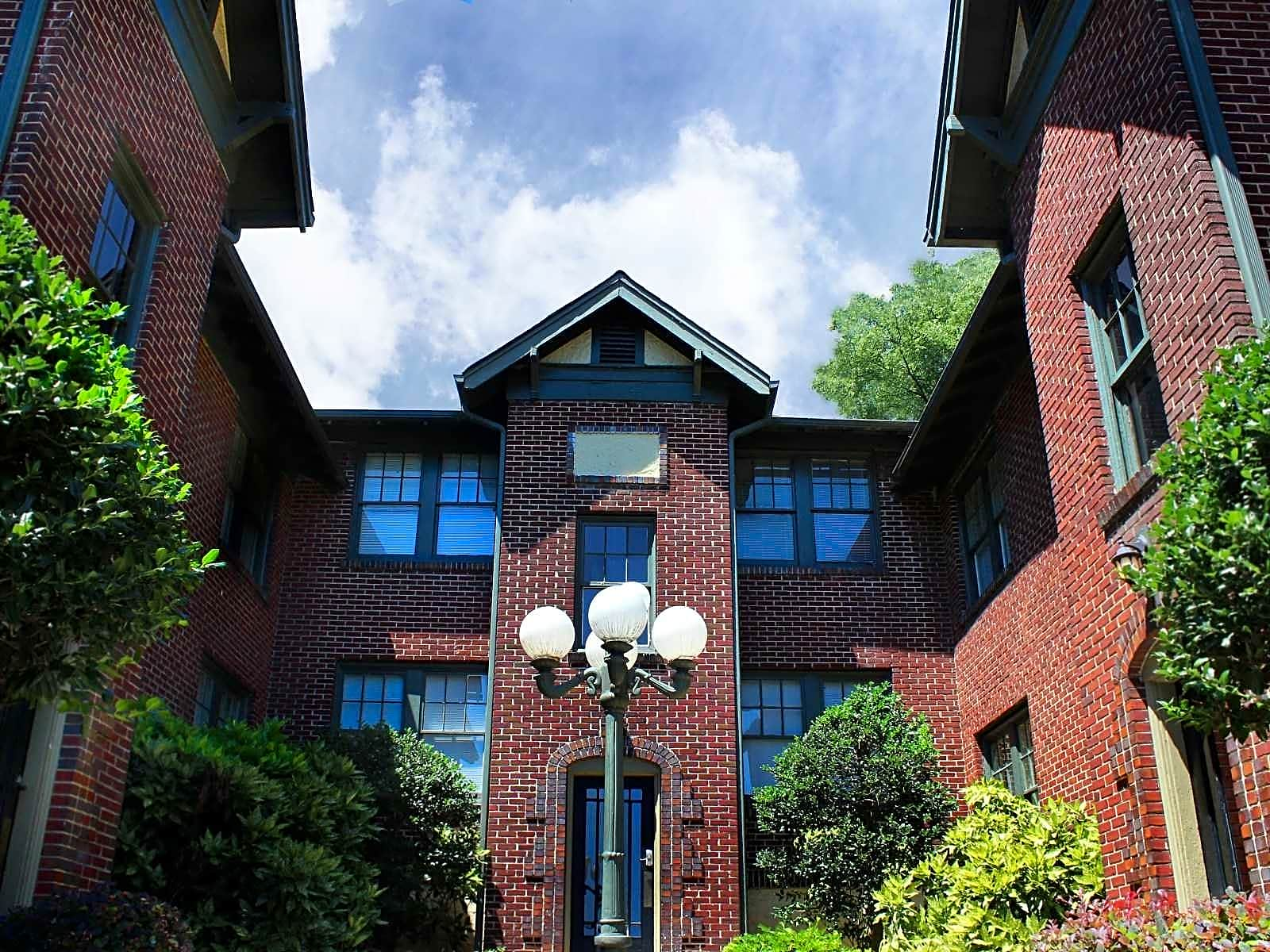 Apartments Near UAB The Highlands for University of Alabama at Birmingham Students in Birmingham, AL