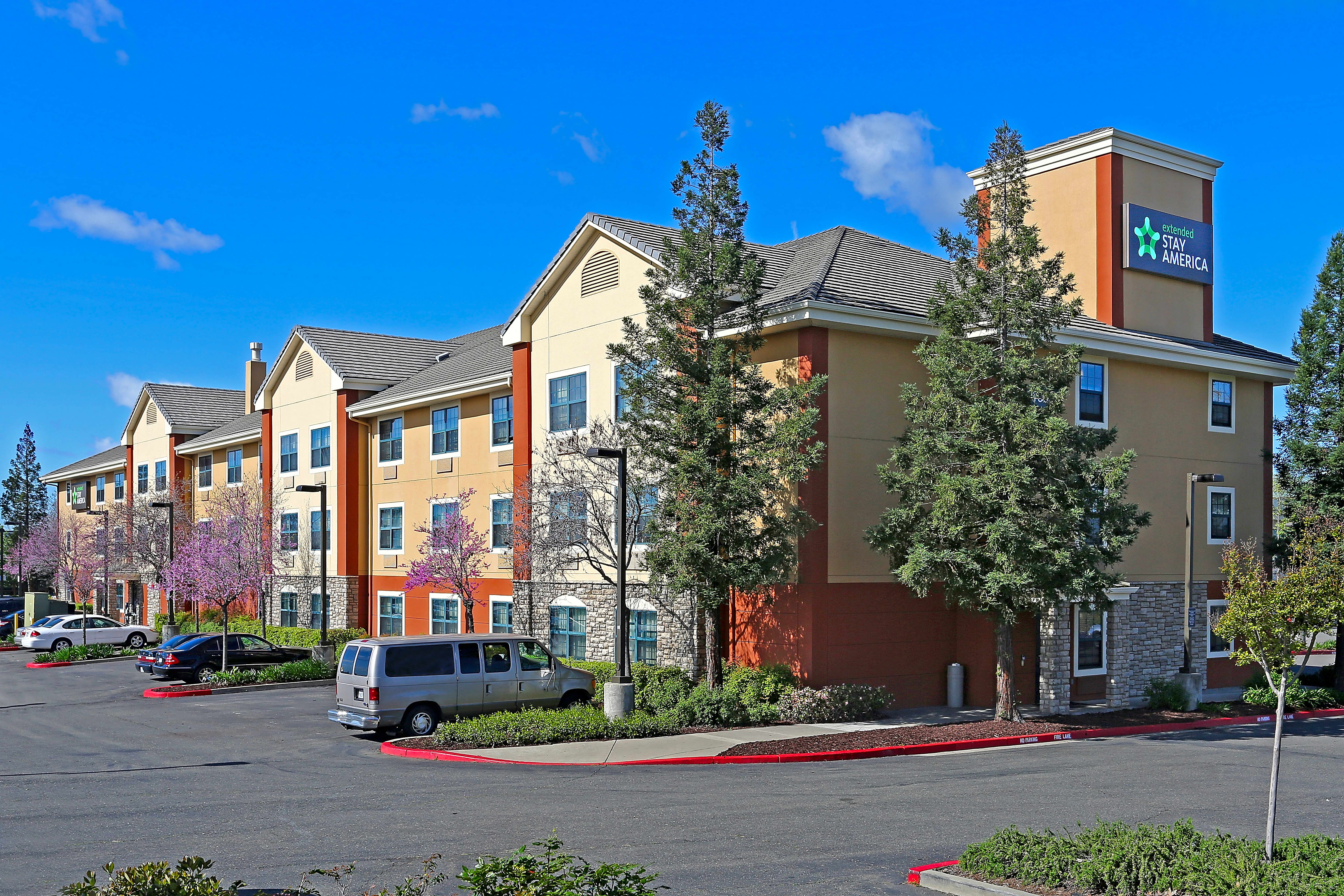 Apartments Near Sierra Furnished Studio - Sacramento - Roseville for Sierra College Students in Rocklin, CA