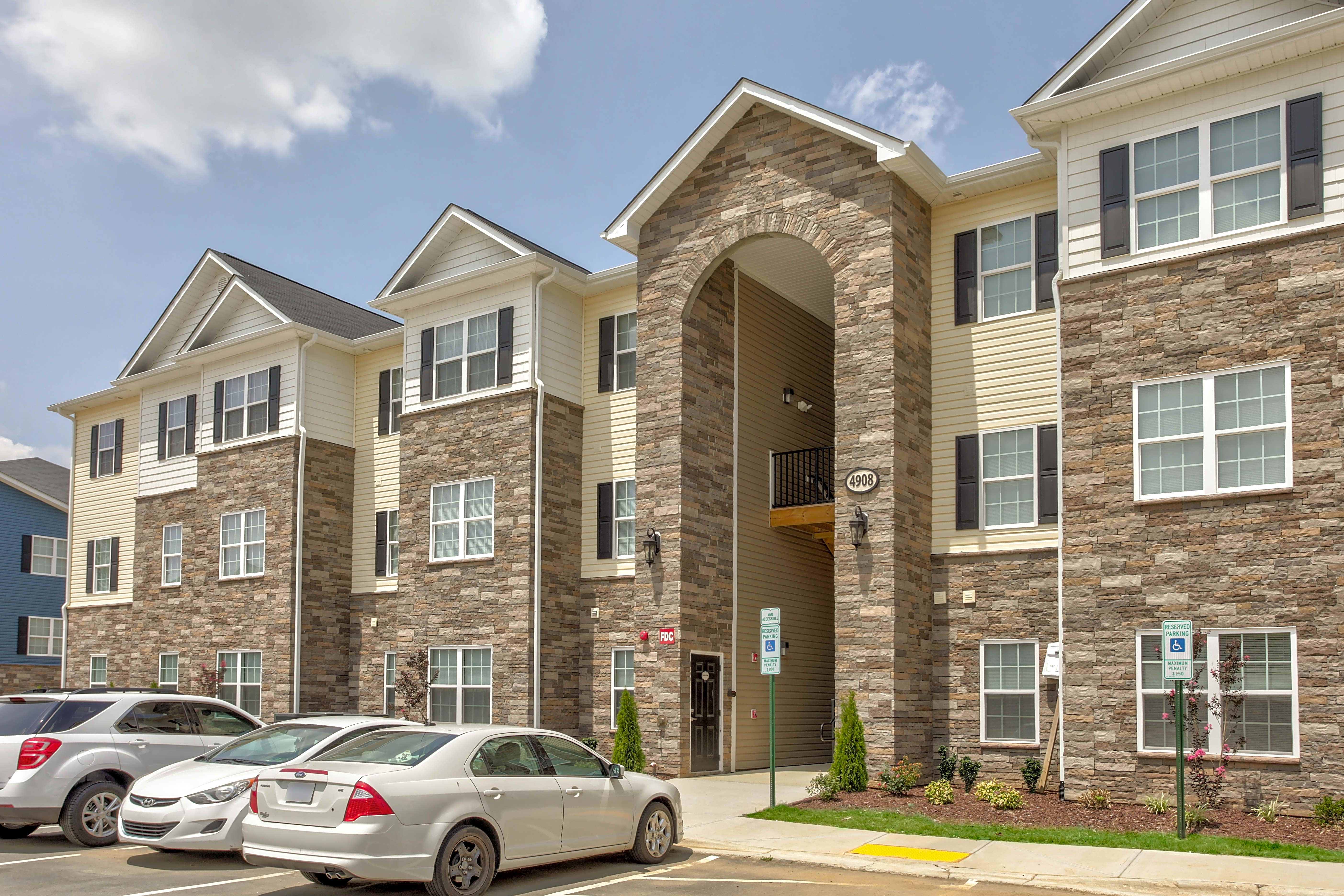 Apartments Near Guilford Thomas Estates for Guilford College Students in Greensboro, NC