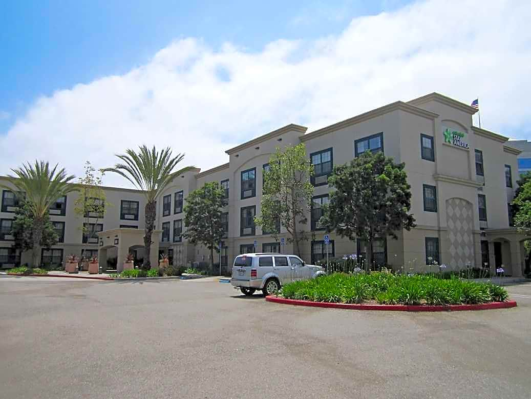 Apartments for rent in Tustin, CA City Guide Tustin There aren't many renters here, so if you're looking for a studio or one-bedroom apartment, look elsewhere. Orange County, and Tustin as a result, benefit from near perfect weather, modern developments and a passion for retail therapy. Prices are high, though not so bad as closer.