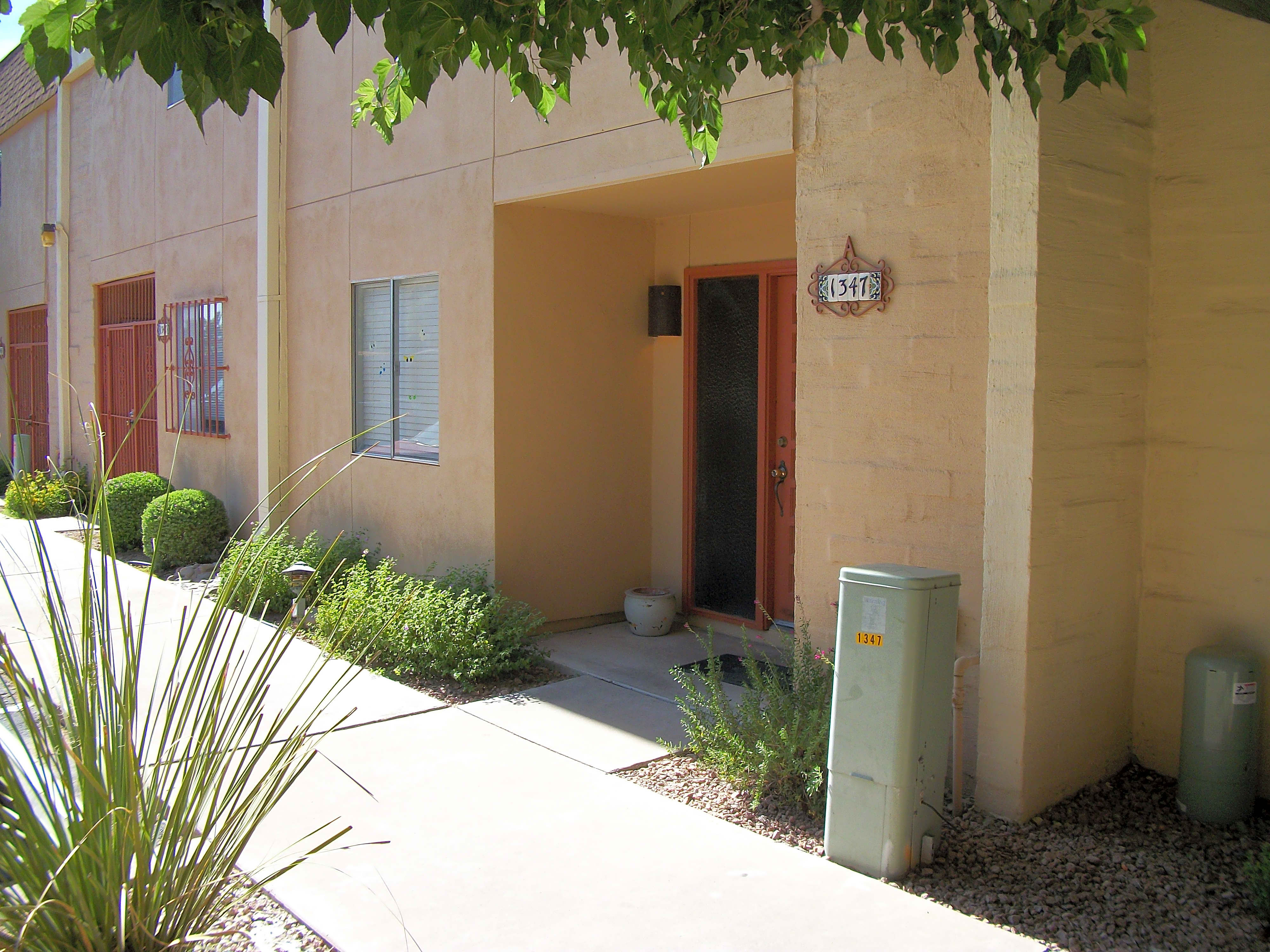 2 Bed/25 Bath Townhouse In Central Tucson