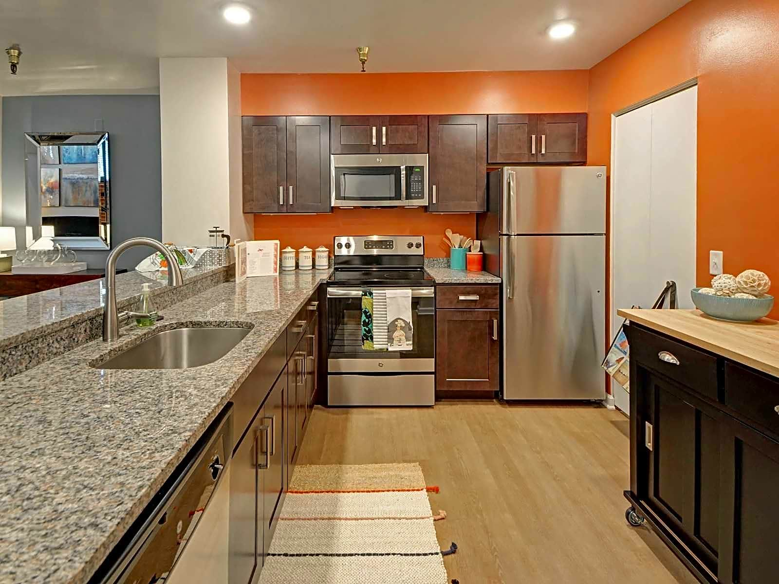 Apartments Near CMU Shadyside Commons for Carnegie Mellon University Students in Pittsburgh, PA