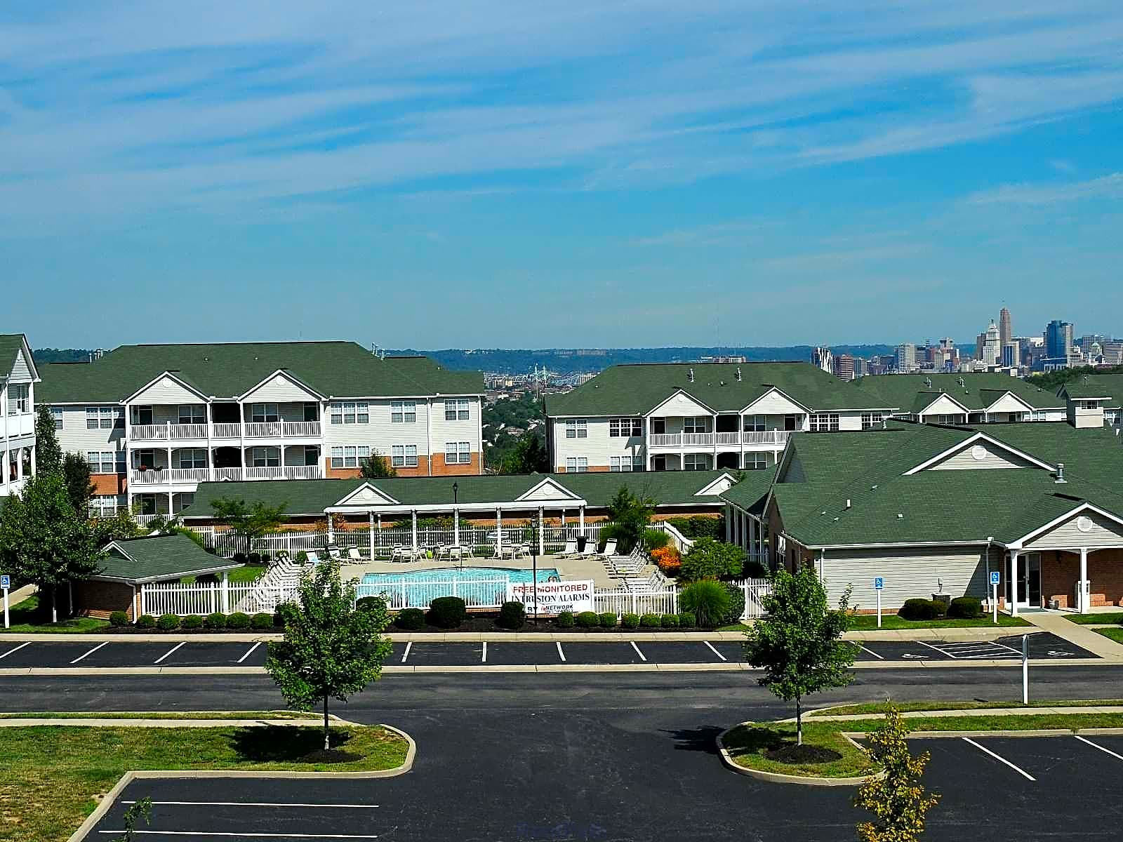 Apartments Near Thomas More Aspen Pines for Thomas More College Students in Crestview Hills, KY