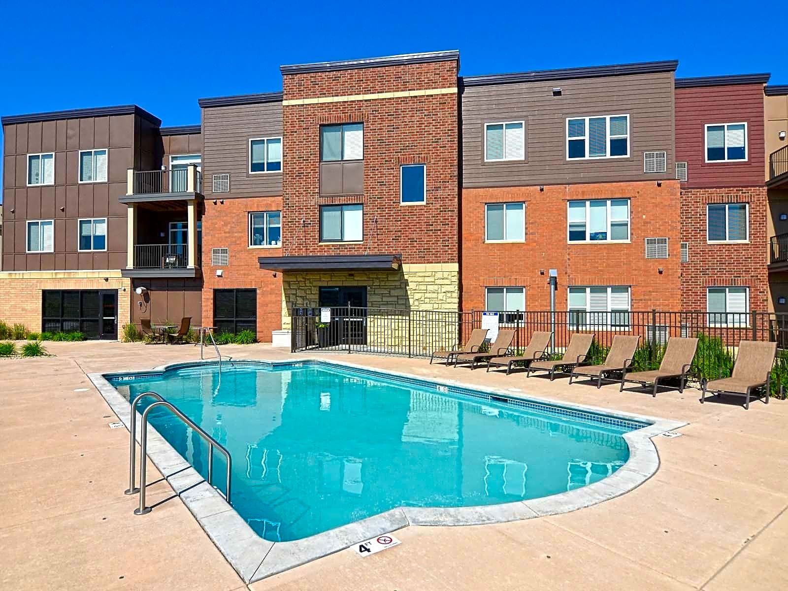 Victoria Park Apartments and Townhomes Saint Paul MN