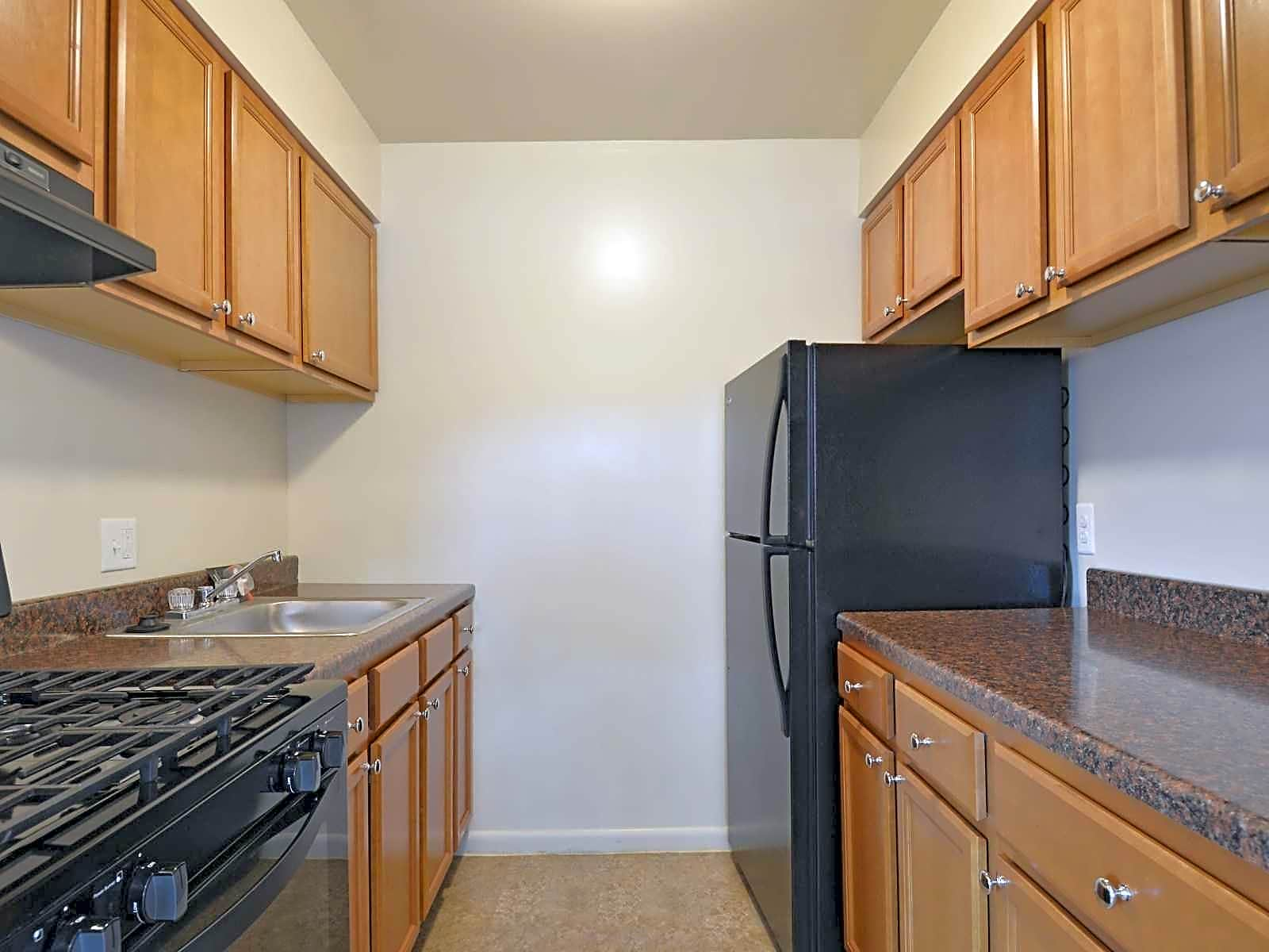 Apartments Near Dickinson Carlwynne & Hanover Manor for Dickinson College Students in Carlisle, PA