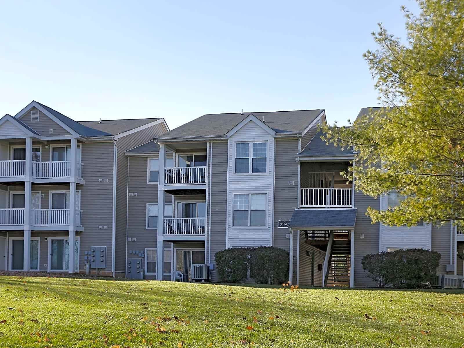 Apartments and houses for rent in sterling for 20576 idle brook terrace potomac falls va 20165