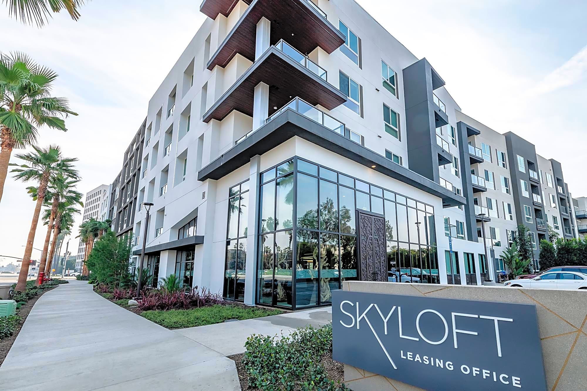 Apartments Near UC Irvine Skyloft for University of California - Irvine Students in Irvine, CA