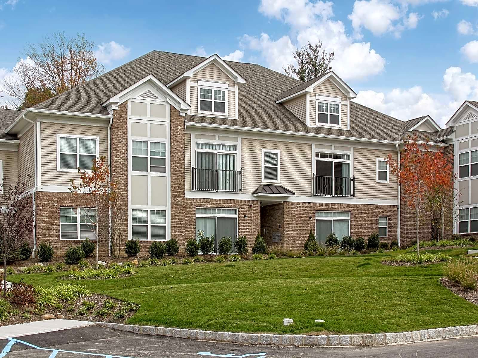 Apartments Near Centenary Pondview Estates for Centenary College Students in Hackettstown, NJ