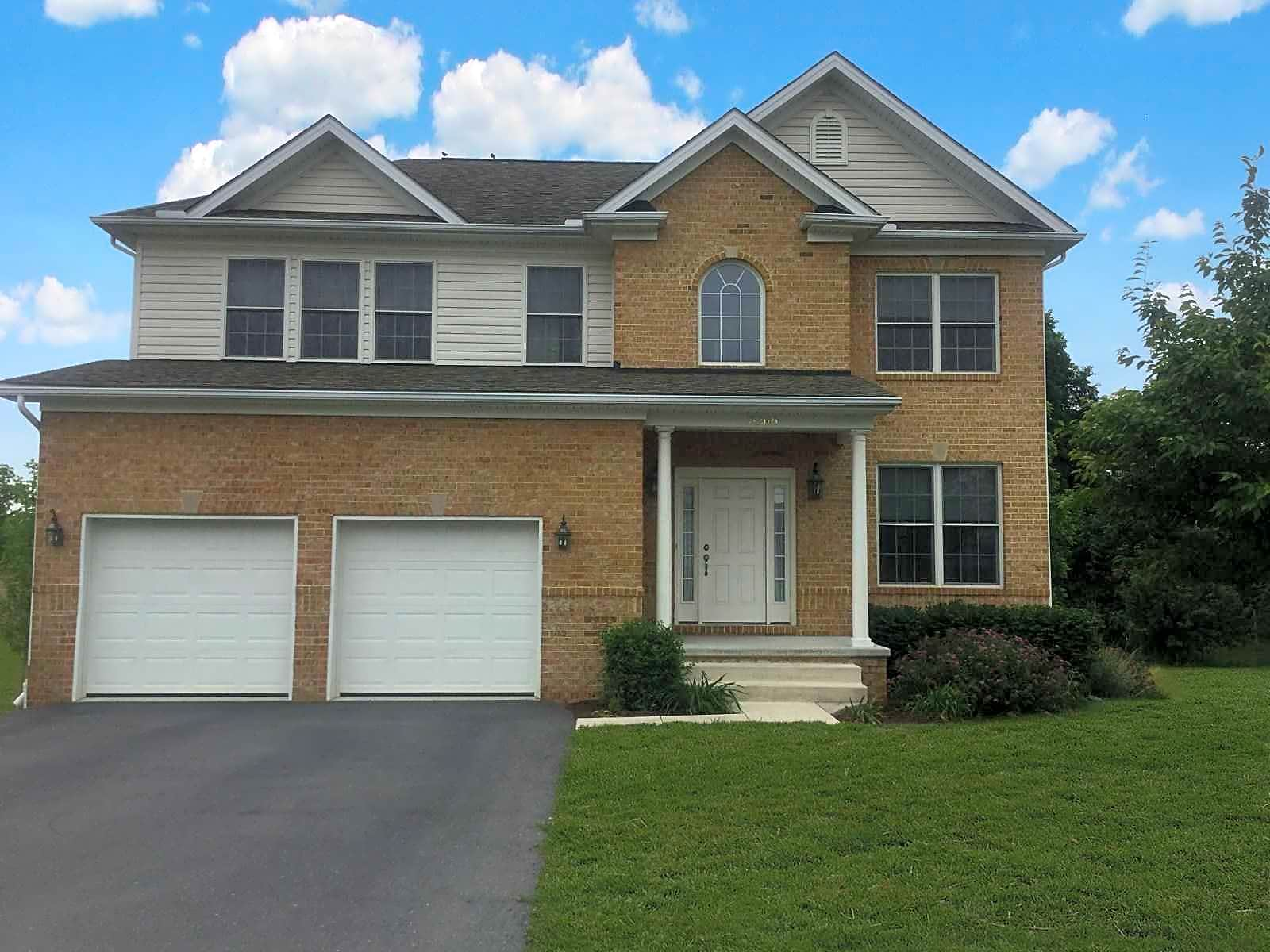 Apartments Near Ship Highlands of Greenvillage for Shippensburg University of Pennsylvania Students in Shippensburg, PA