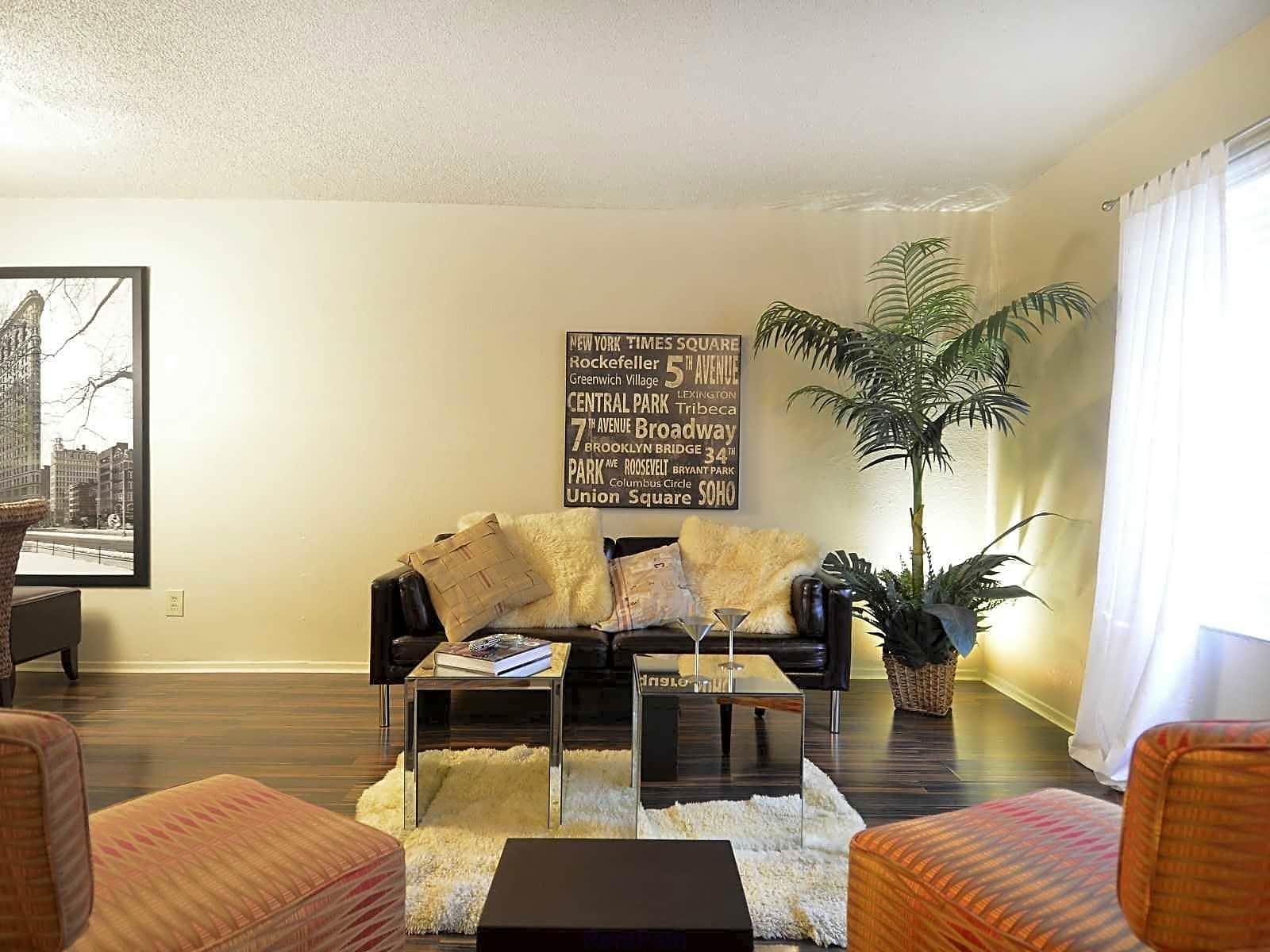 Apartments Near MCC MeadowPark Townhomes for McLennan Community College Students in Waco, TX