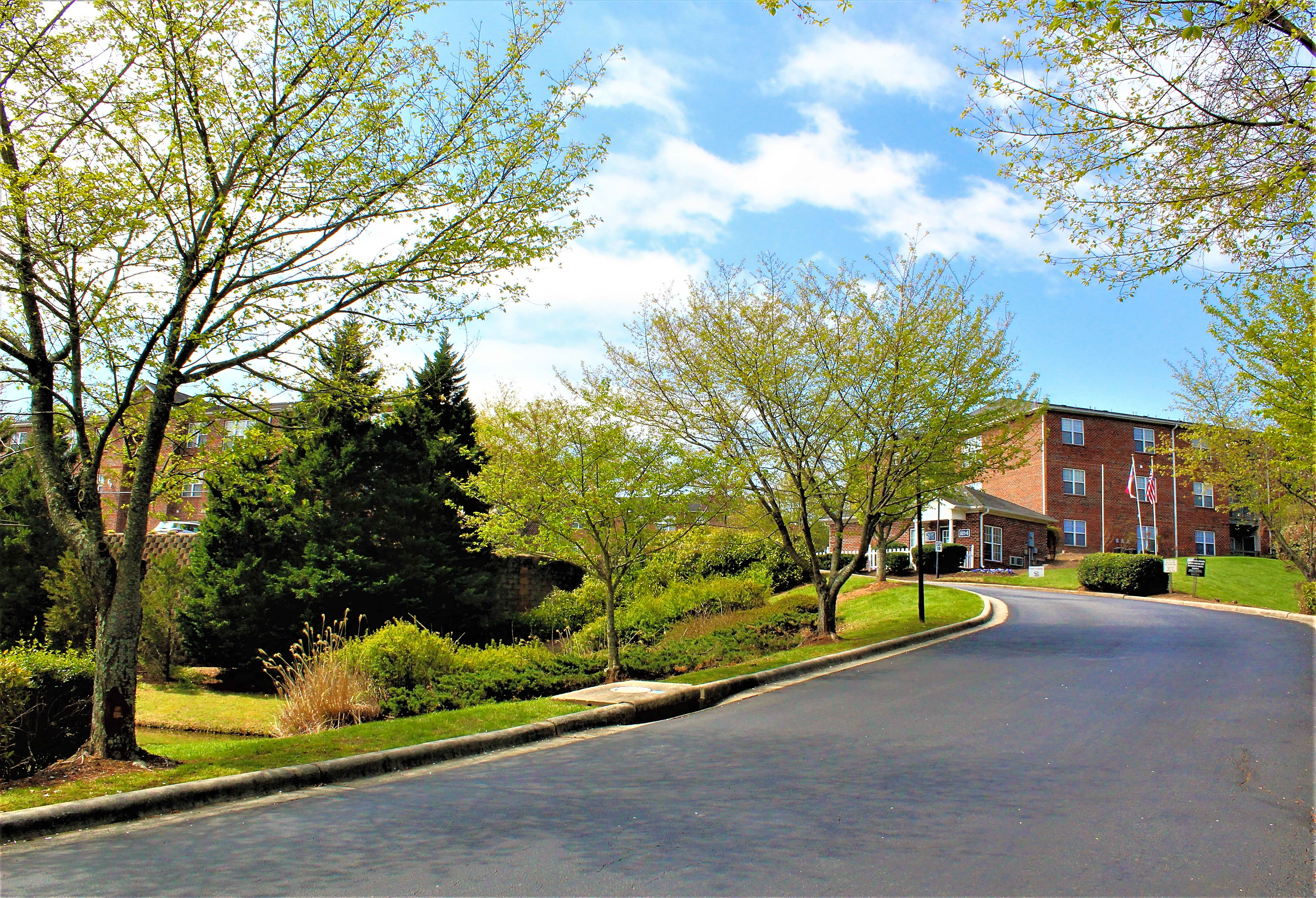 Apartments Near Guilford Grand Summit for Guilford College Students in Greensboro, NC