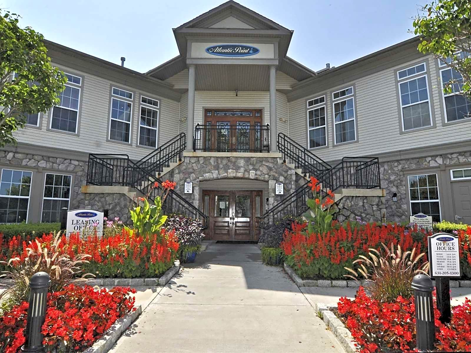 Apartments Near Dowling Rosemont Brookhaven for Dowling College Students in Oakdale, NY