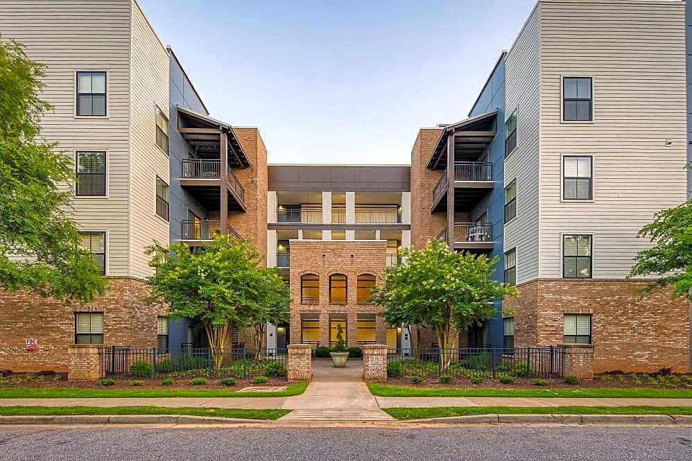 Apartments Near Furman McBee Station for Furman University Students in Greenville, SC