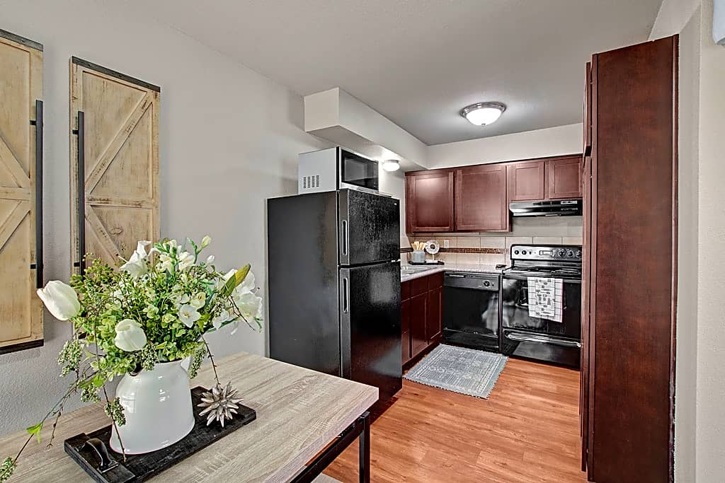 1 BED DINING AND KITCHEN