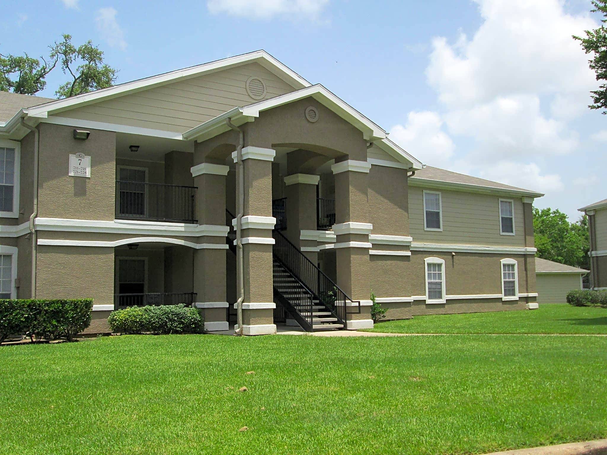 Apartments Near BC The Gateway at Lake Jackson for Brazosport College Students in Lake Jackson, TX