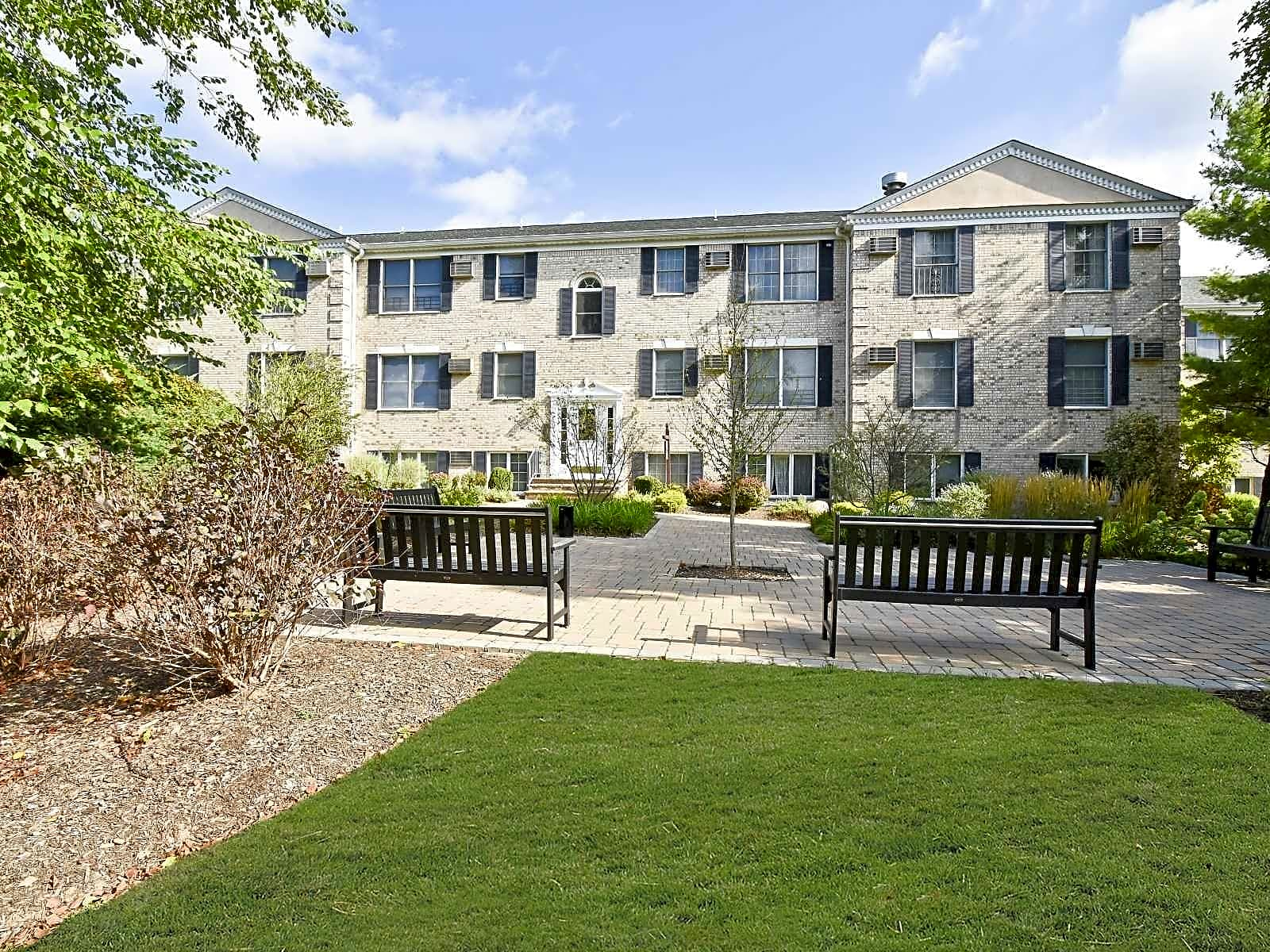 Apartments Near RCC Coventry Square for Rockland Community College Students in Suffern, NY