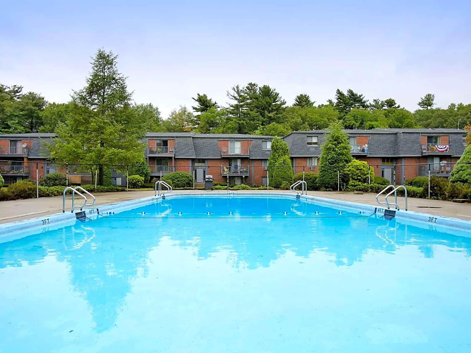 Apartments Near Dean Stoney Brook Village for Dean College Students in Franklin, MA