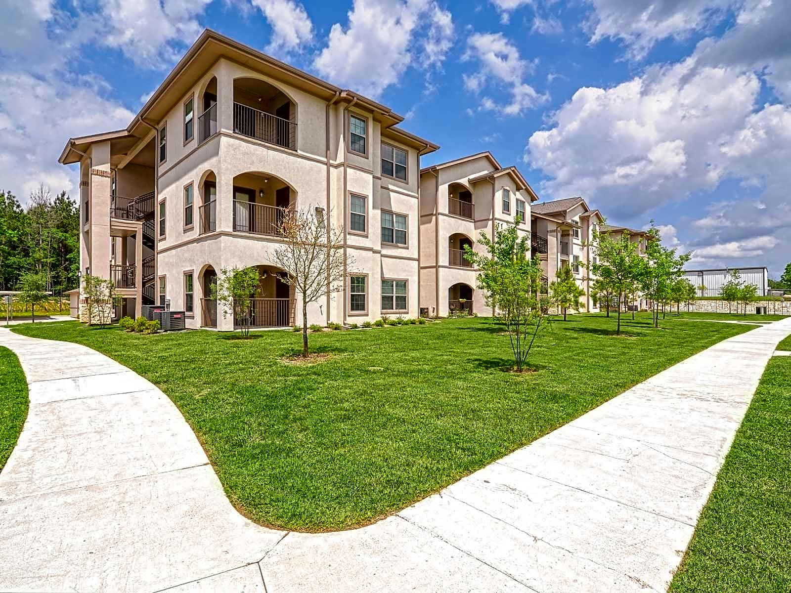 East Lake Woodlands Apartments