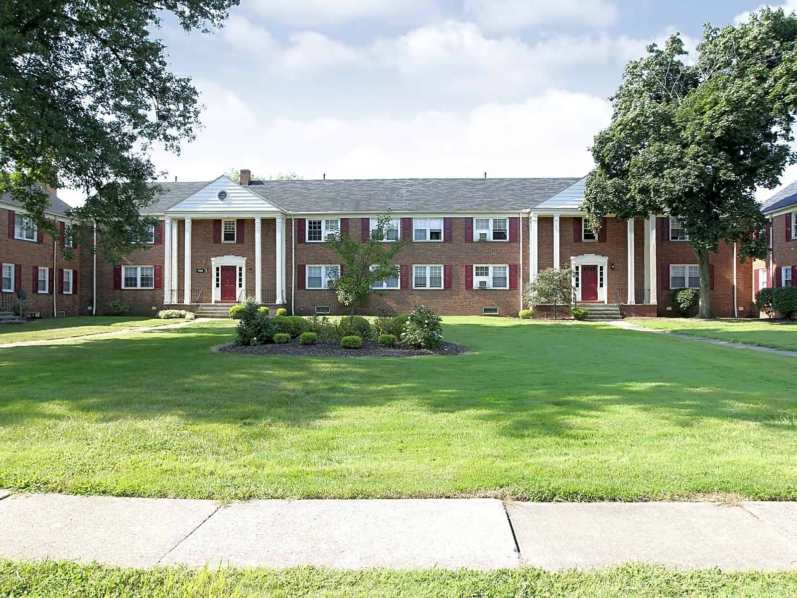 Highland Square Akron >> Woods of Fairlawn Apartments - Akron, OH 44313