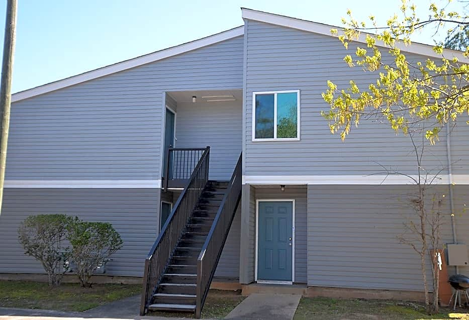 Apartments Near Spring Hill Avalon Plaza for Spring Hill College Students in Mobile, AL