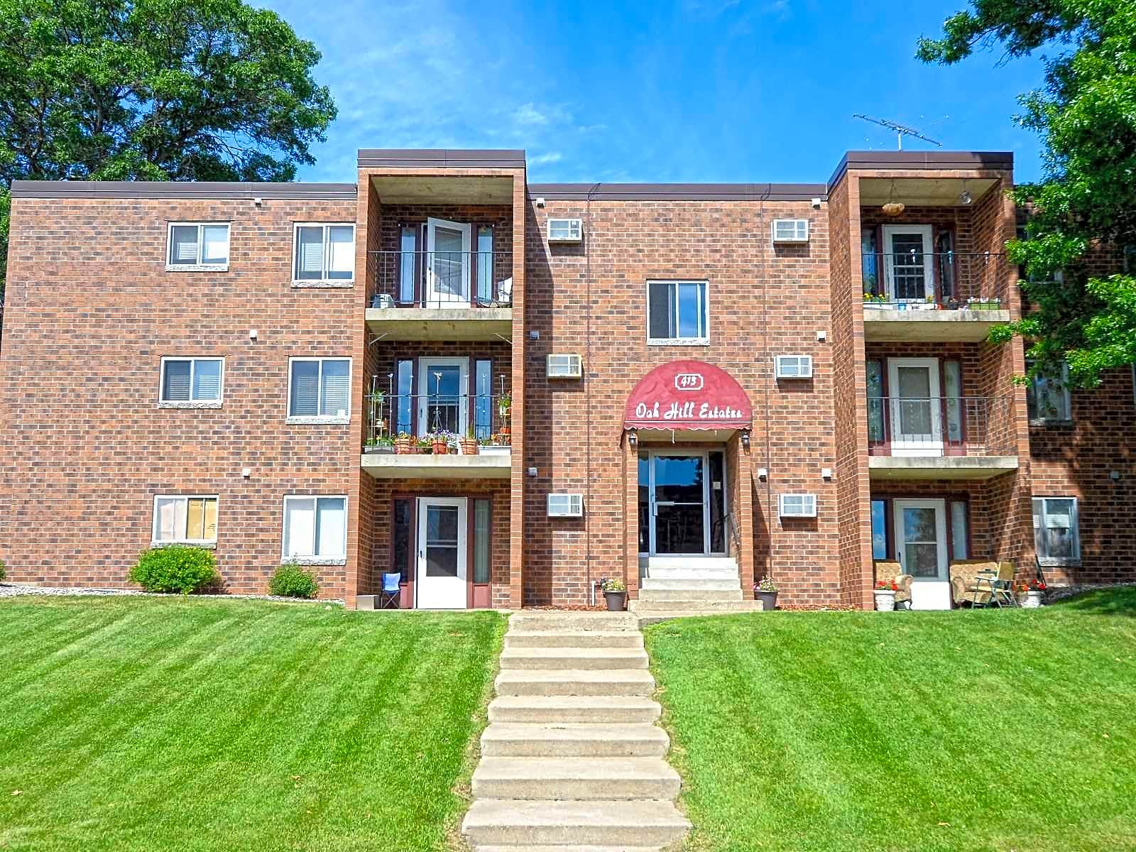 Apartments Near CSB/SJU Oak Hill Estates for College of Saint Benedict and Saint Johns University Students in Saint Joseph, MN