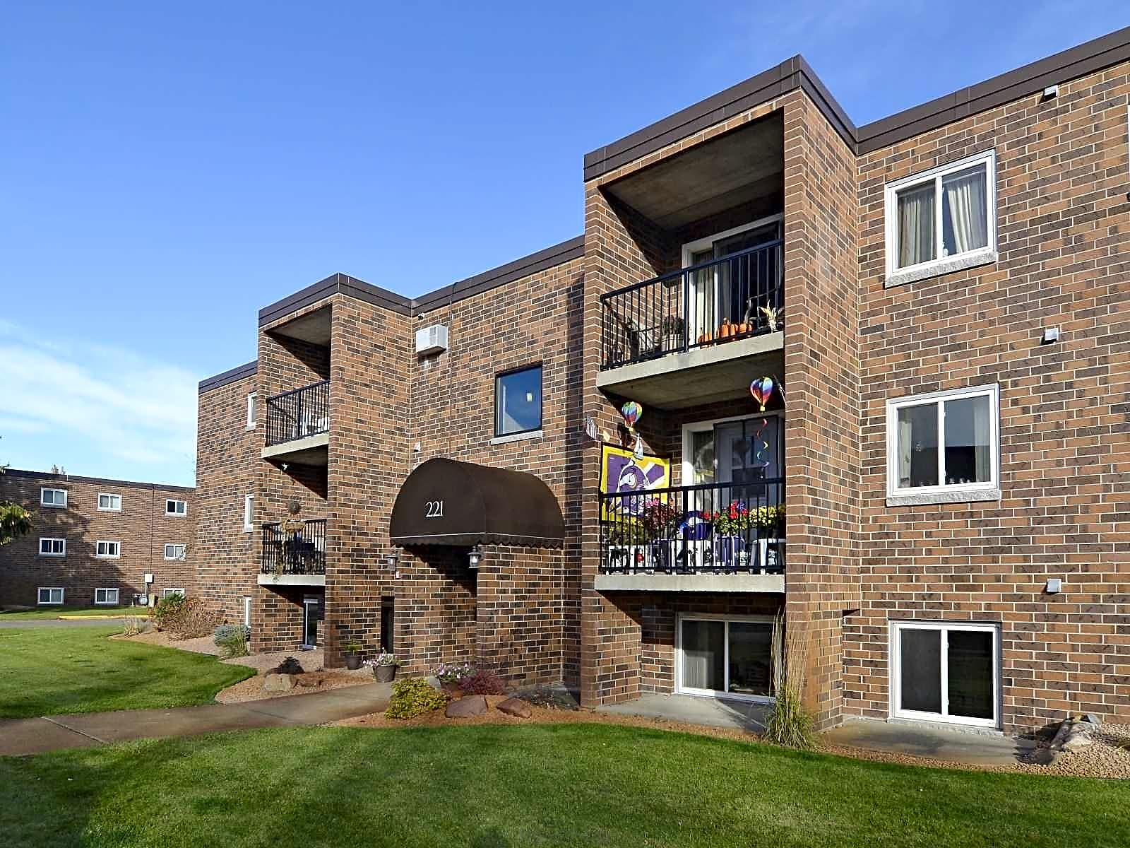 Apartments Near CSB/SJU Hillside Apartments for College of Saint Benedict and Saint Johns University Students in Saint Joseph, MN