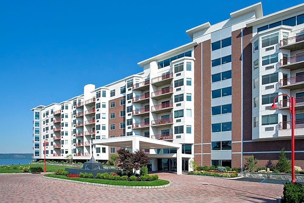 Apartments Near RCC Harbor Square for Rockland Community College Students in Suffern, NY