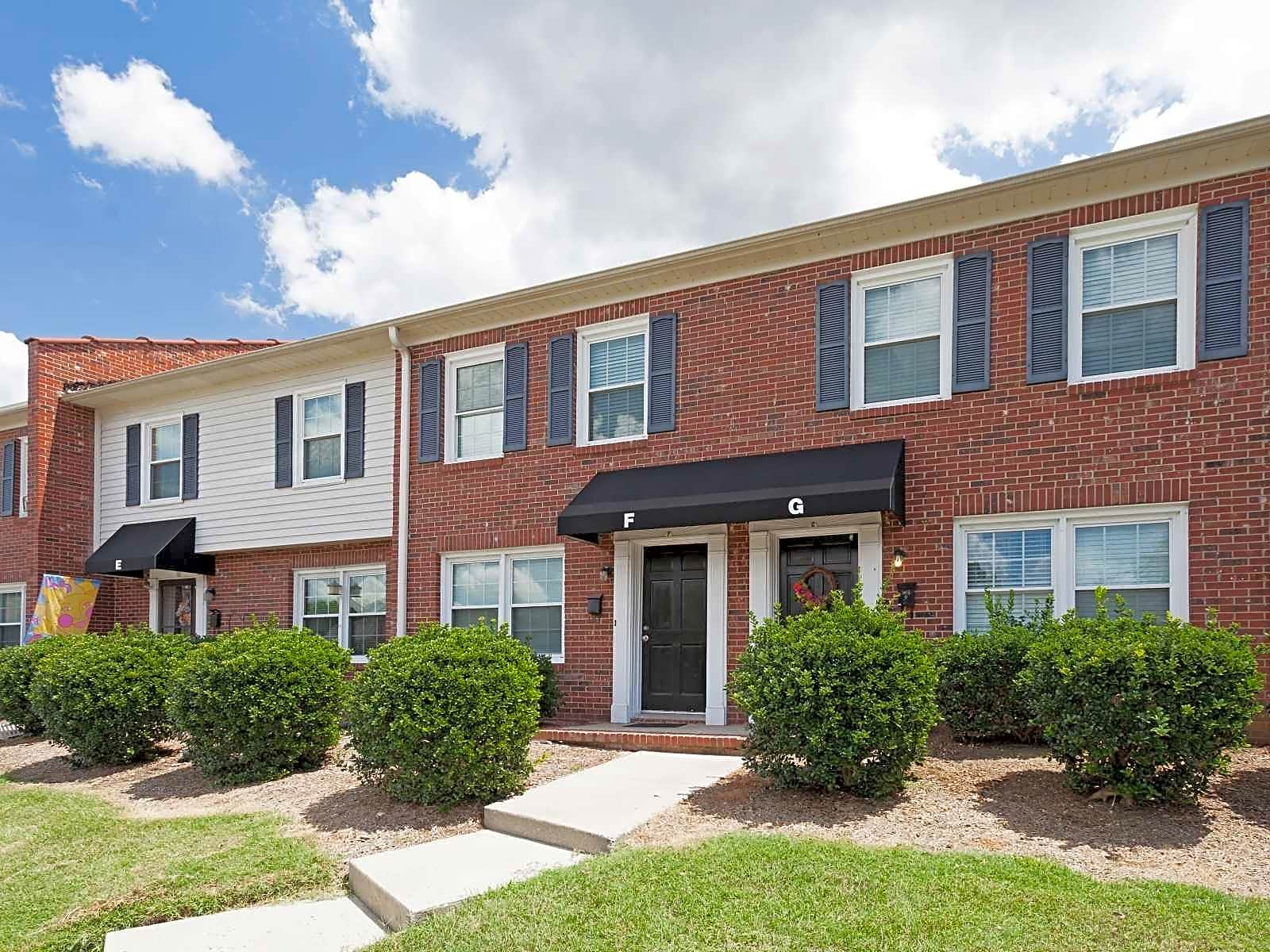Apartments Near HPU Oakview Terrace for High Point University Students in High Point, NC