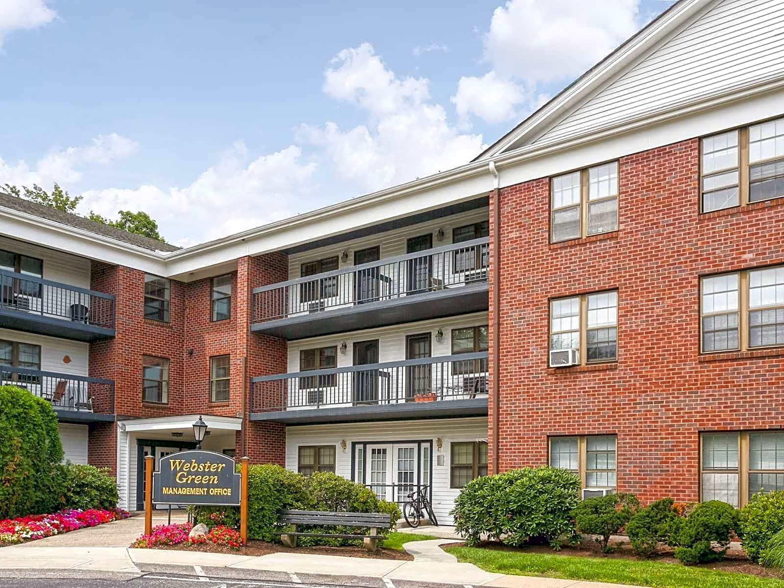 Apartments Near Babson Webster Green for Babson College Students in Wellesley, MA