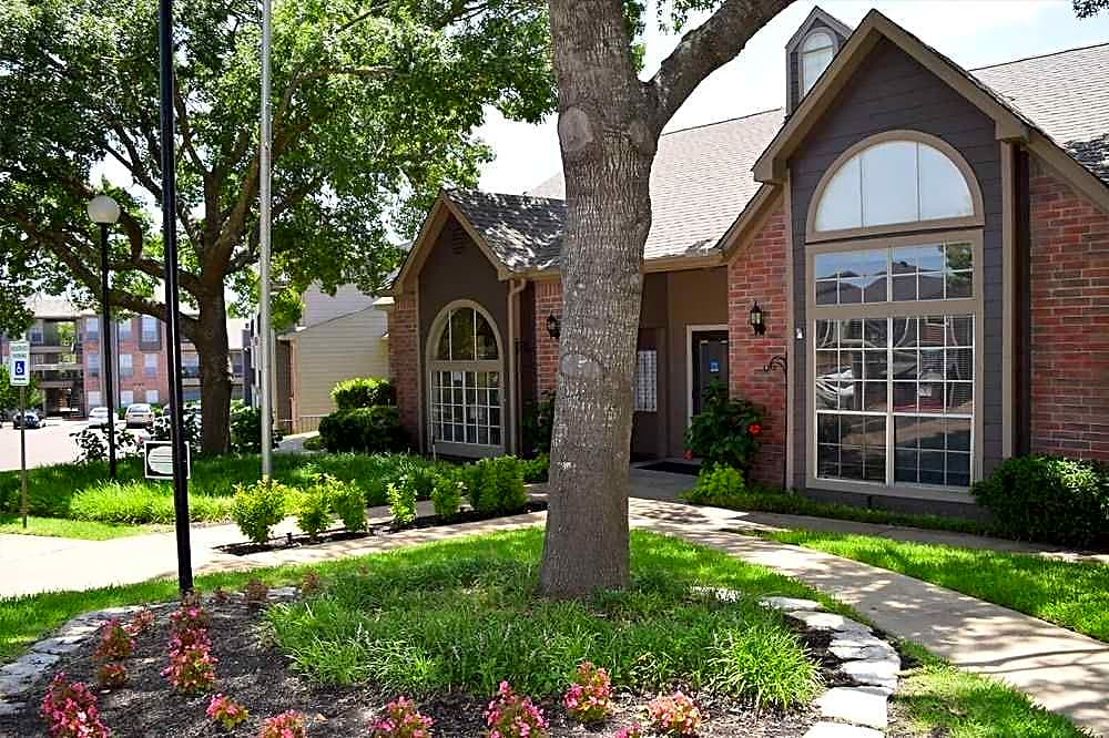 Apartments Near MCC Woodhollow Apartments for McLennan Community College Students in Waco, TX