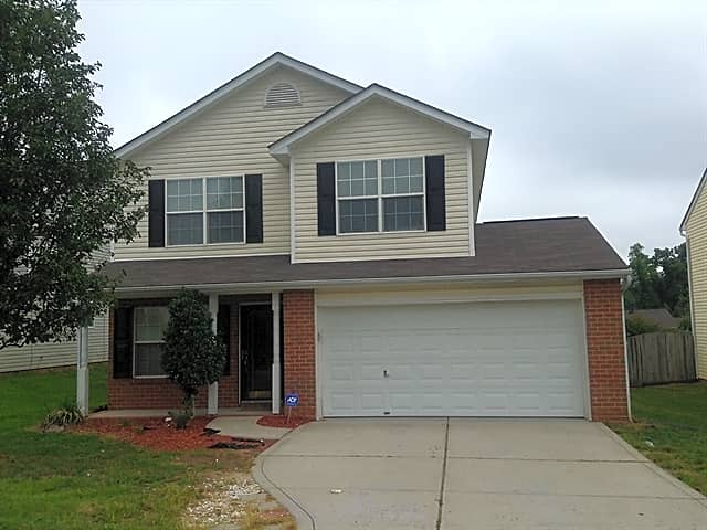 This 3 Bedroom 2 5 Bath Home Has 1650 Square Feet Apartments Charlotte Nc 28216