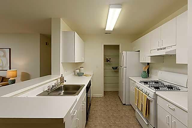 Eaves washingtonian center apartments north potomac md for Academie de cuisine bethesda md