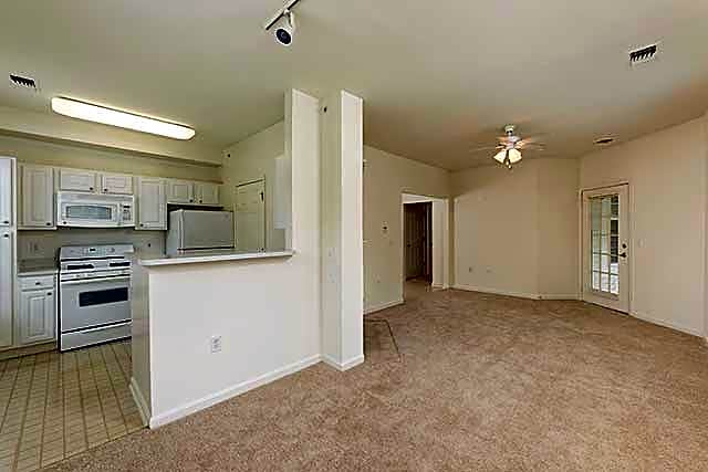 One Bedroom Apartment Kitchen/Dining