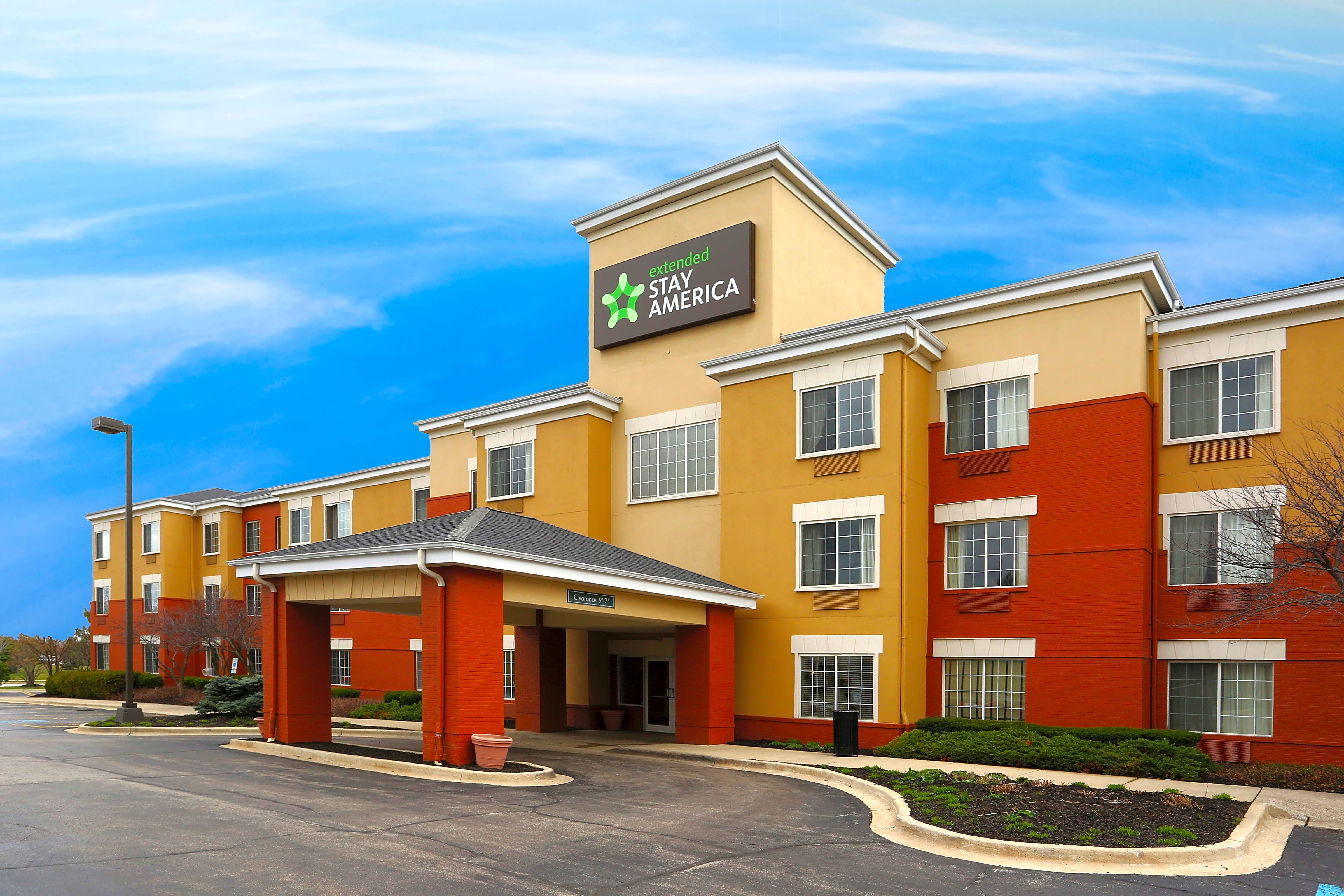 Apartments Near AIU Online Furnished Studio - Chicago - Schaumburg - Convention Center for American Intercontinental University Online Students in Hoffman Estates, IL