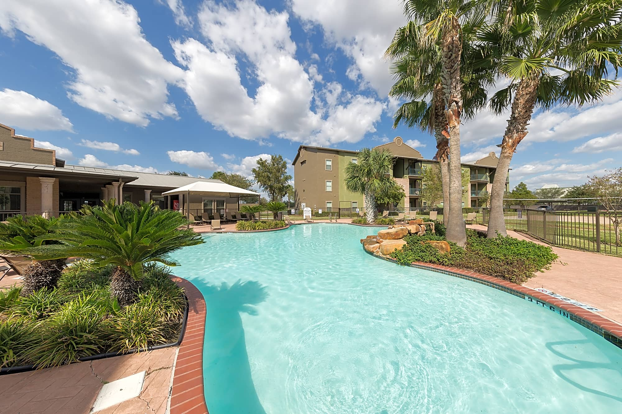 Apartments Near RGV Careers San Pedro Apartments at Sharyland Plantation for RGV Careers Students in Pharr, TX