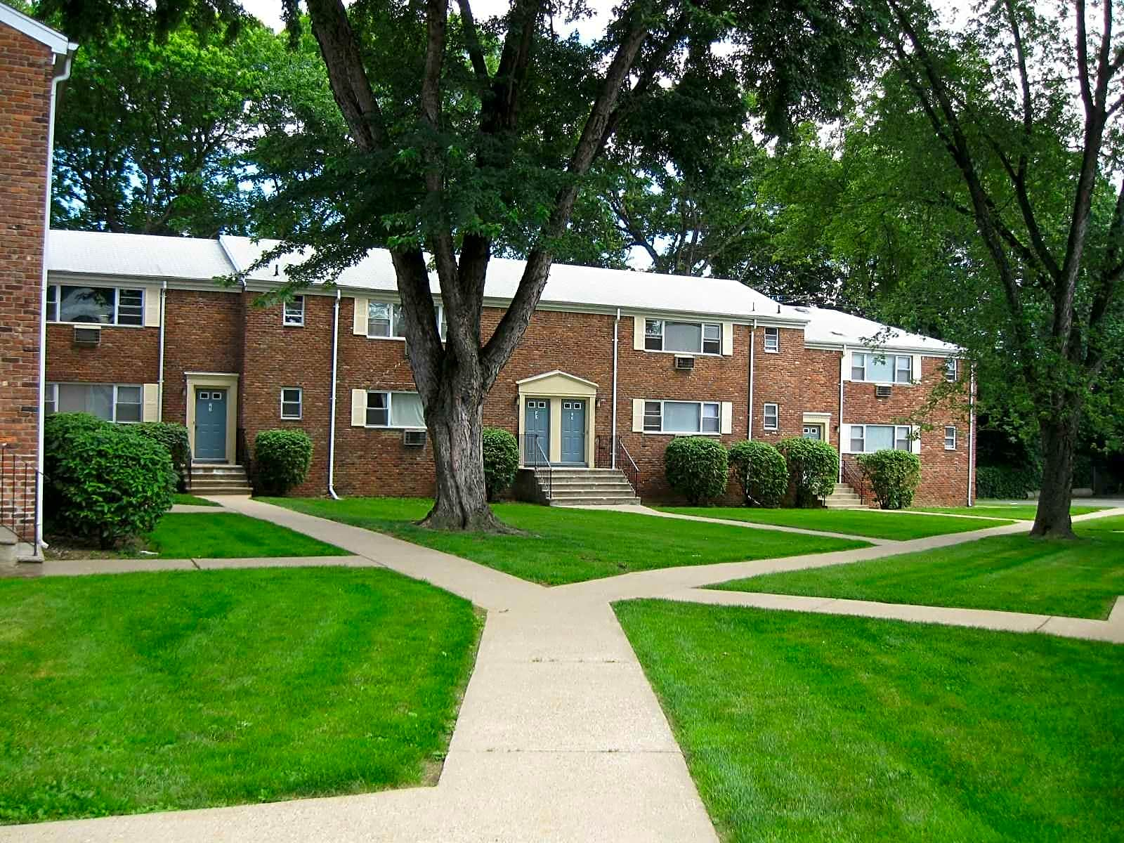Colonial Heights Apartments - Parsippany, NJ 07054