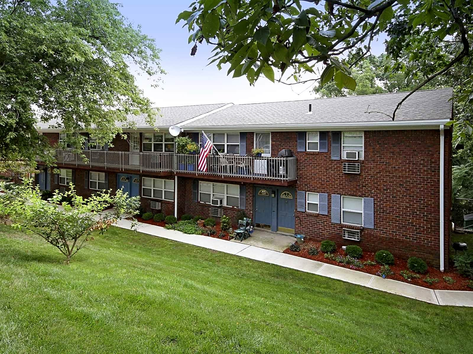 Pet friendly apartments in new brunswick nj pet for Raritan crossing apartments