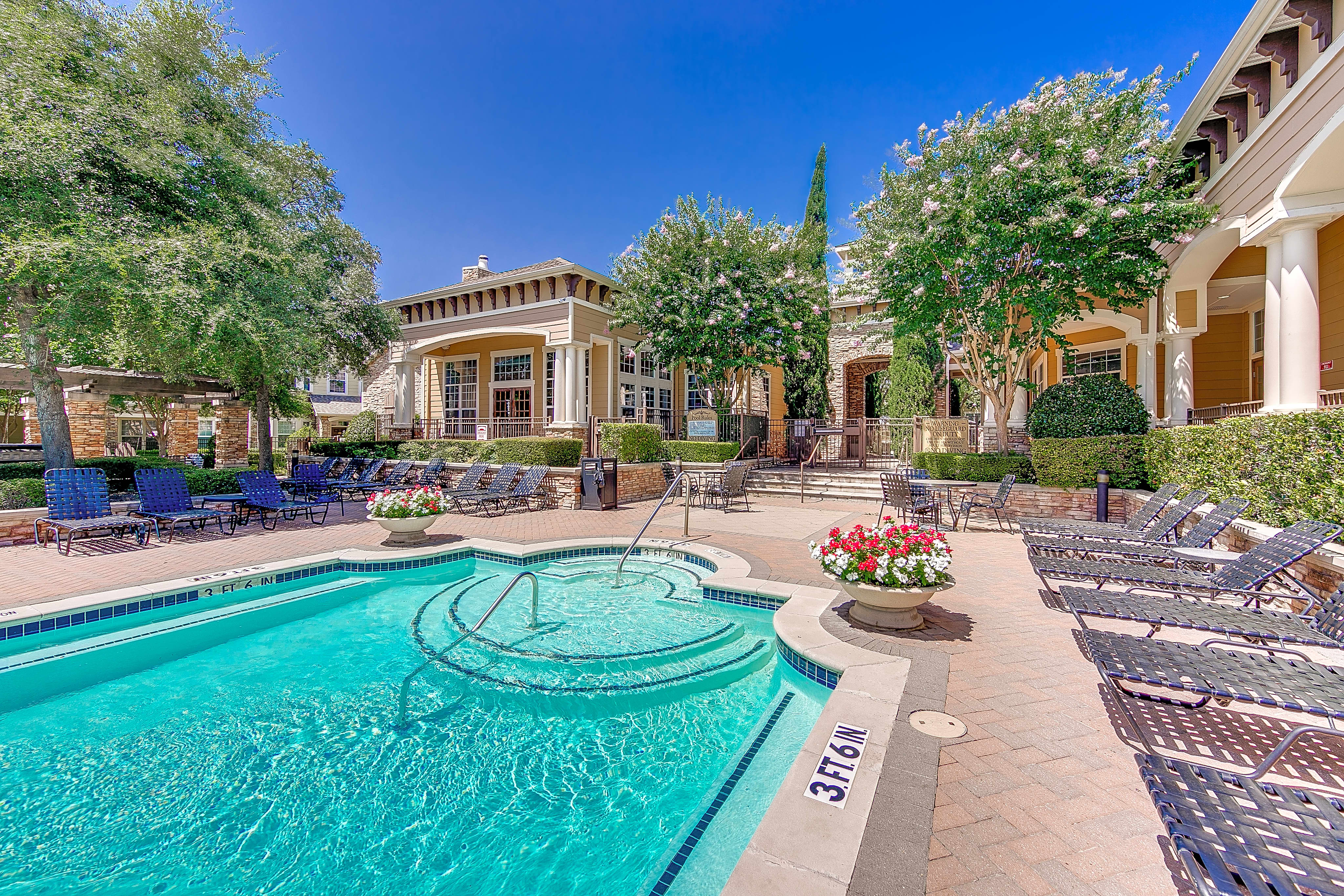 Apartment Rentals in Plano, TX Living in Plano, Texas offers innumerable benefits, including easy access to all of the sights and attractions of the local DFW area. When searching for an apartment to rent in Plano, TX it is important to know what to look for.