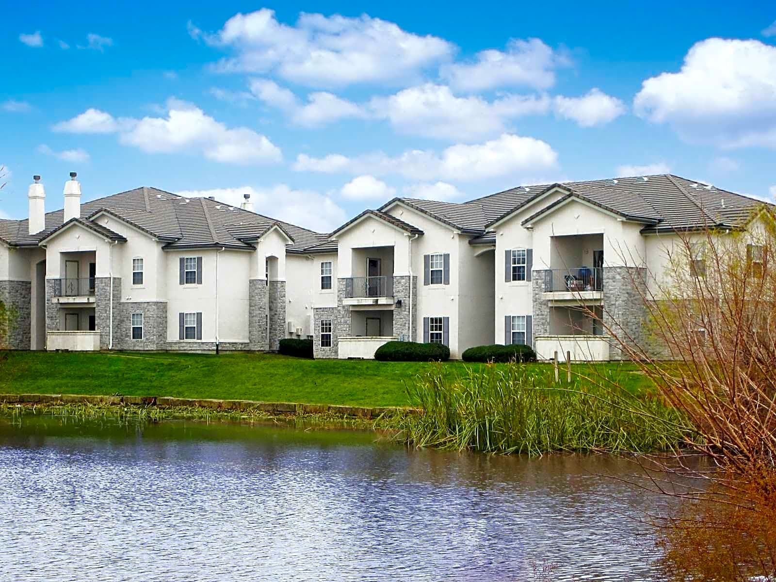 The Lakes At Lionsgate Apartments Overland Park